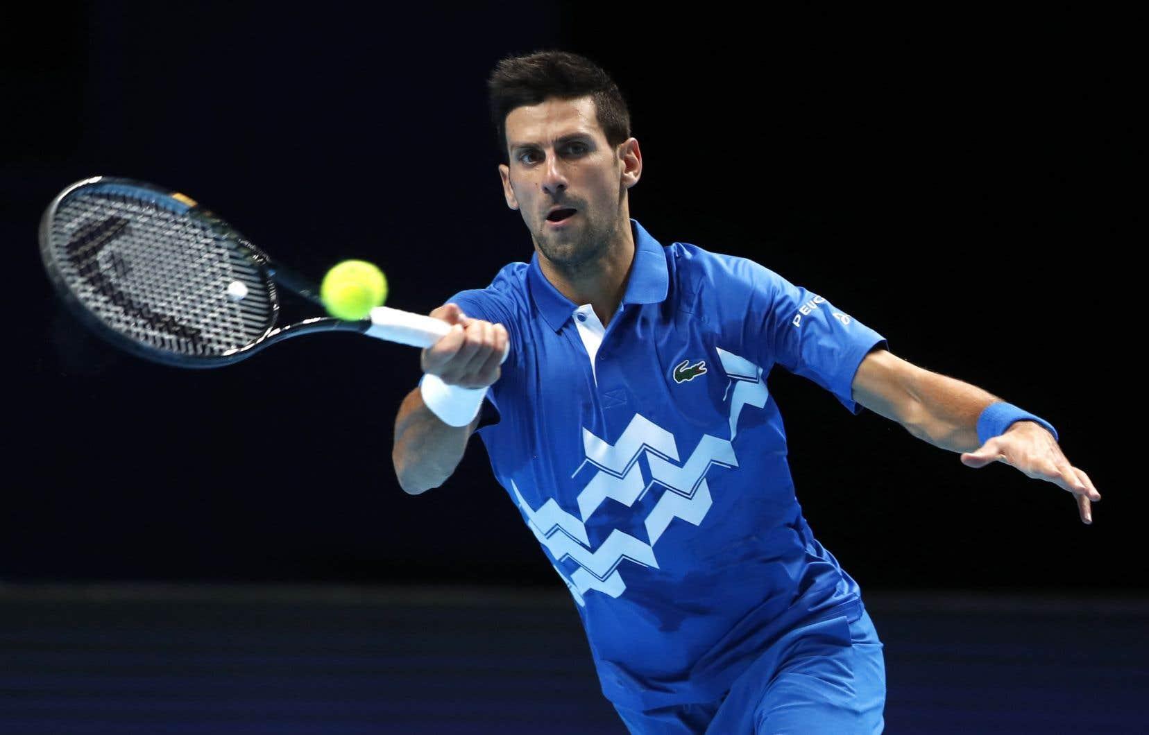 Le favori Djokovic a rendez-vous avec Dominic Thiem, samedi, alors qu'il est en quête d'un sixième titre record à ce tournoi qui met fin à la saison, et de son premier depuis 2015.