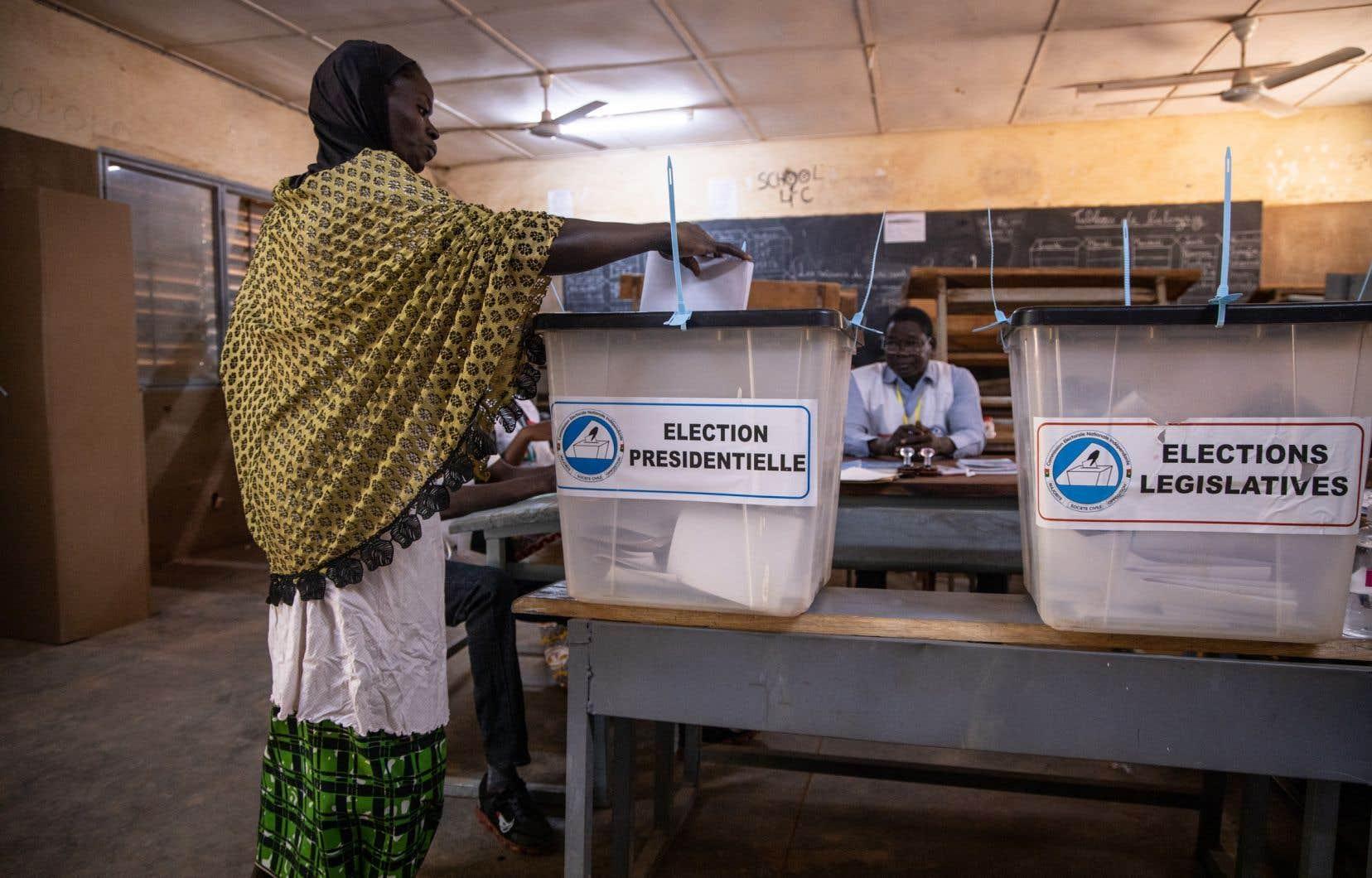 Si à Ougadougou le vote s'est déroulé sans encombre, des bureaux ont dû fermer ailleurs dans le pays, «en raison des menaces».