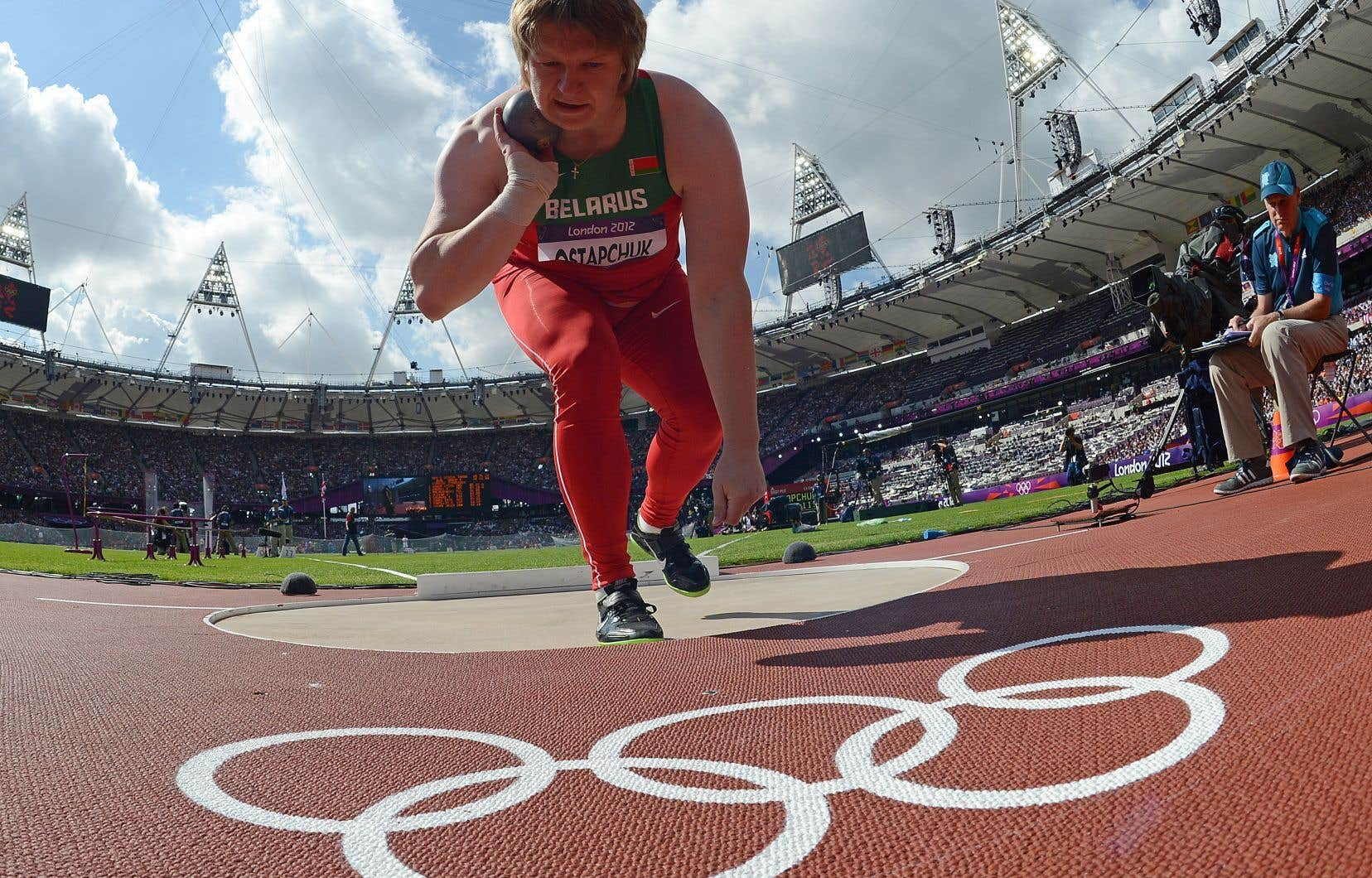 Nadezhda Ostapchuk a certes été déchue de son titre olympique des Jeux de Londres de 2012, mais elle s'est aussi ouvertement opposée à Alexandre Loukachenko ces vingt dernières années.