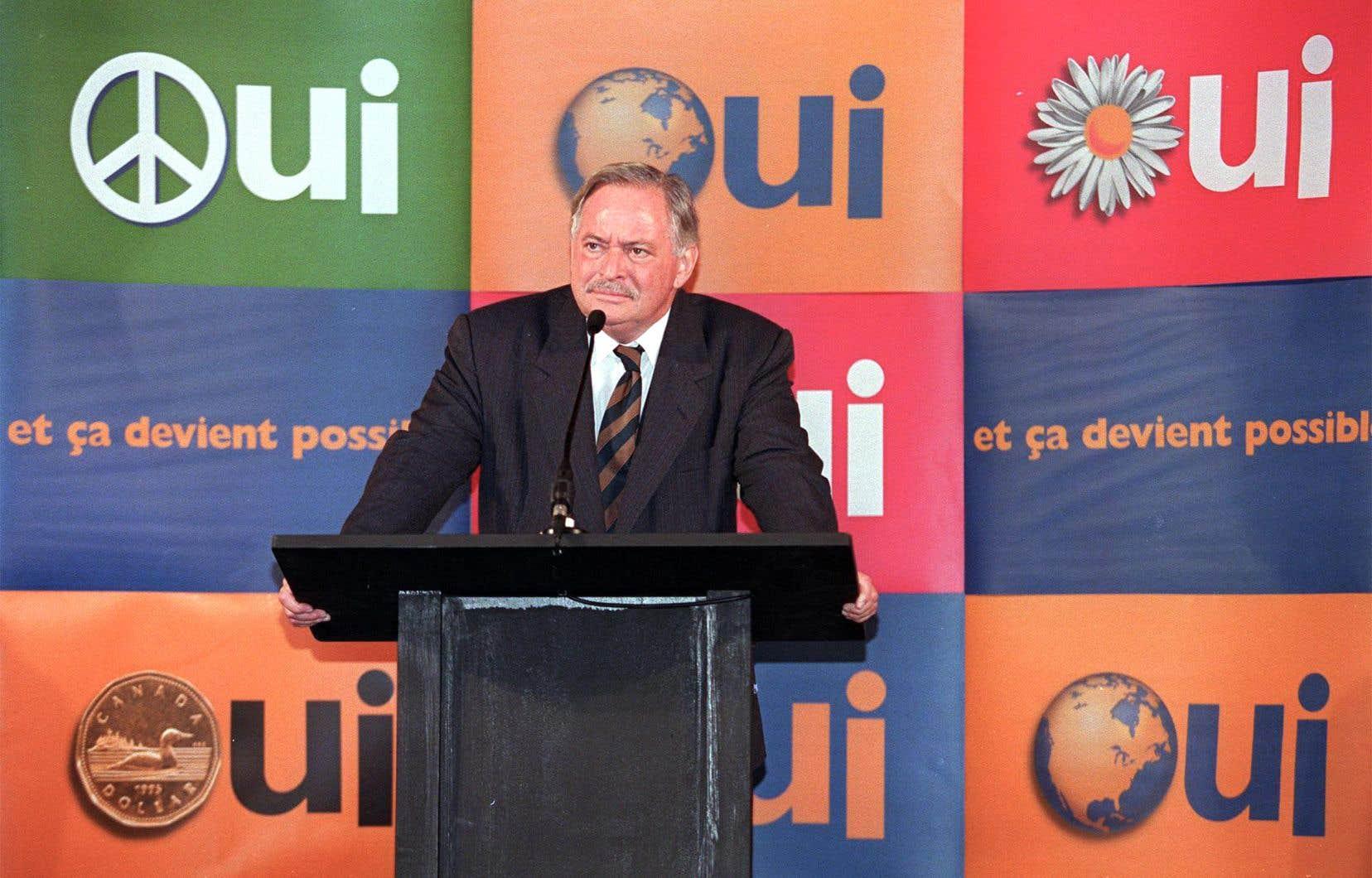L'ex-premier ministre du Québec, Jacques Parizeau, prononçant un discours à Montmagny le 3 octobre 1995, moins d'un mois avant le référendum sur l'indépendance du Québec.