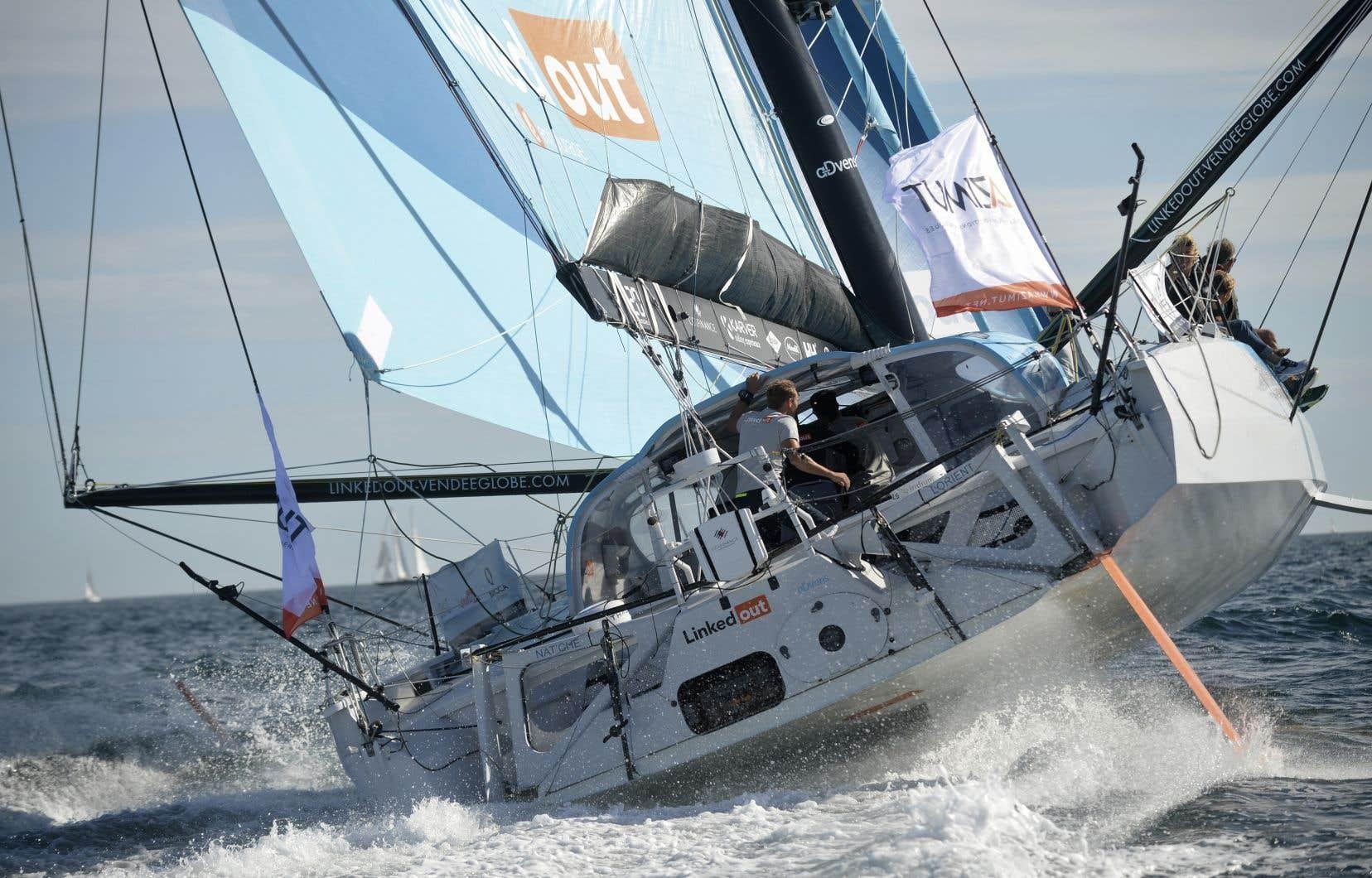 Dans l'Atlantique Sud, au large du Brésil, cap vers la pointe sud de l'Afrique, Ruyant conserve la tête de la flotte, 22,6 milles devant Dalin.