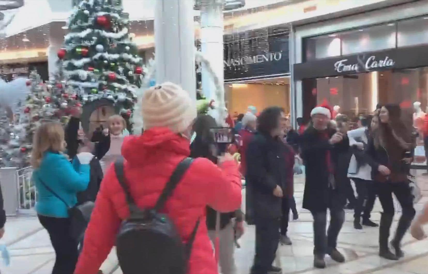 L'événement, dont les images ont largement circulé sur les réseaux sociaux, a réuni une trentaine de personnes aux alentours de 15h samedi.