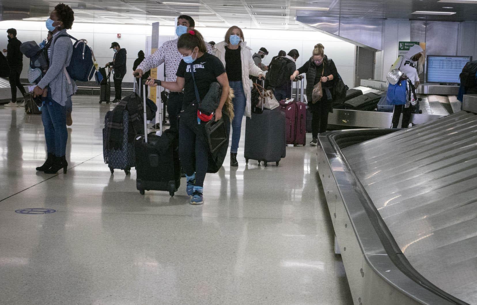 Ce week-end a été «le plus chargé depuis le début de la pandémie» dans les aéroports américains, avec plus de 3 millions de passagers recensés.