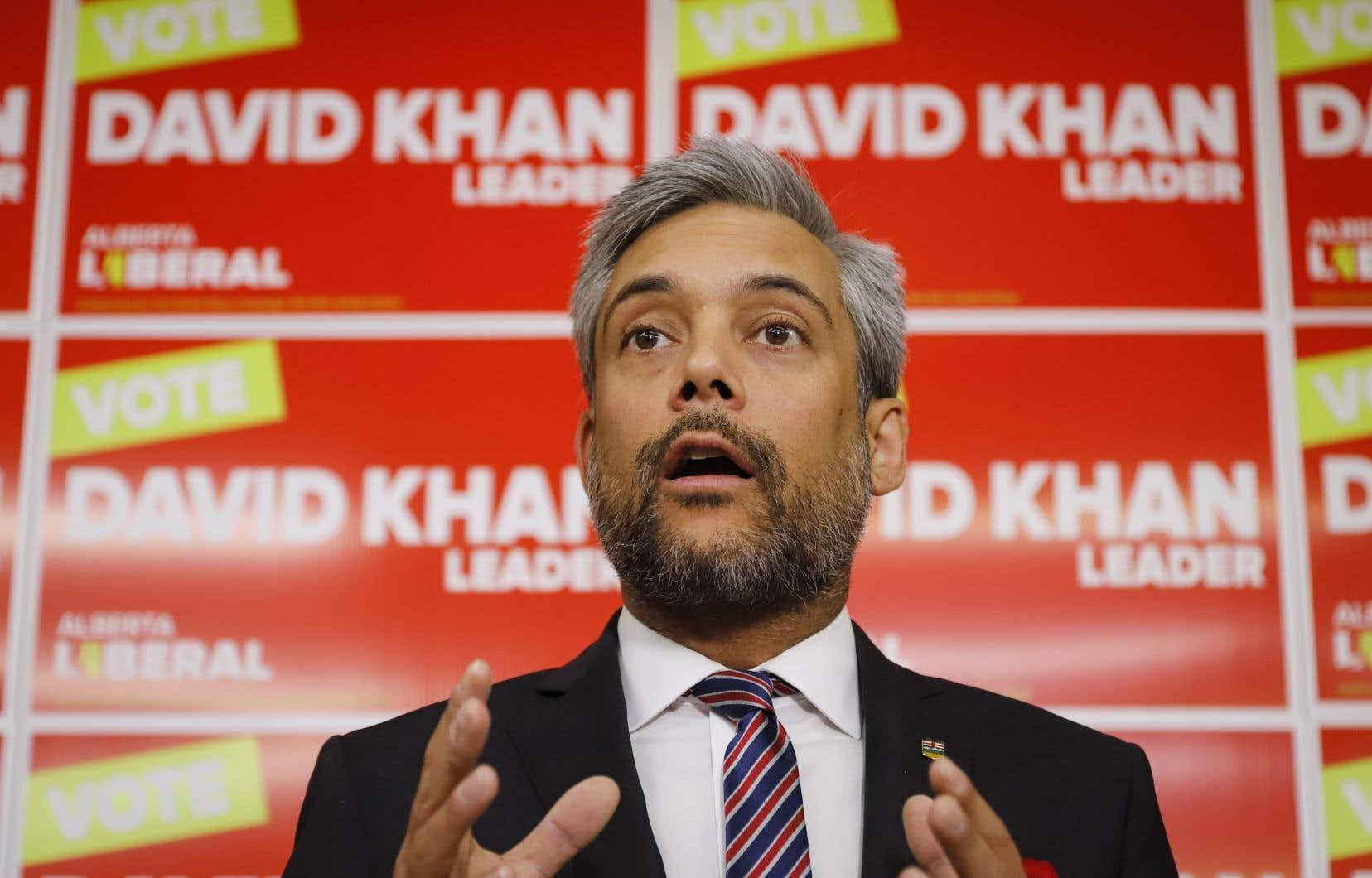 Le départ de David Khan accentue le déclin du Parti libéral de l'Alberta et renforce l'effet de division entre l'Est et l'Ouest.