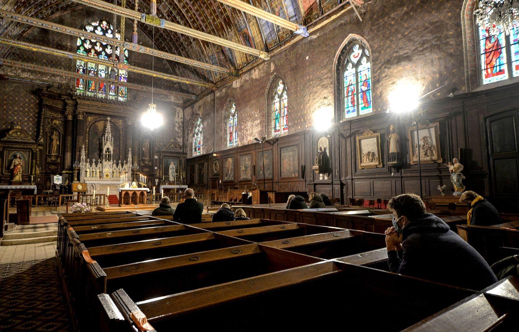 Mardi, le président français, Emmanuel Macron, a annoncé que les messes pourraient être tenues à nouveau dès le 28 novembre avec un maximum de 30 personnes.