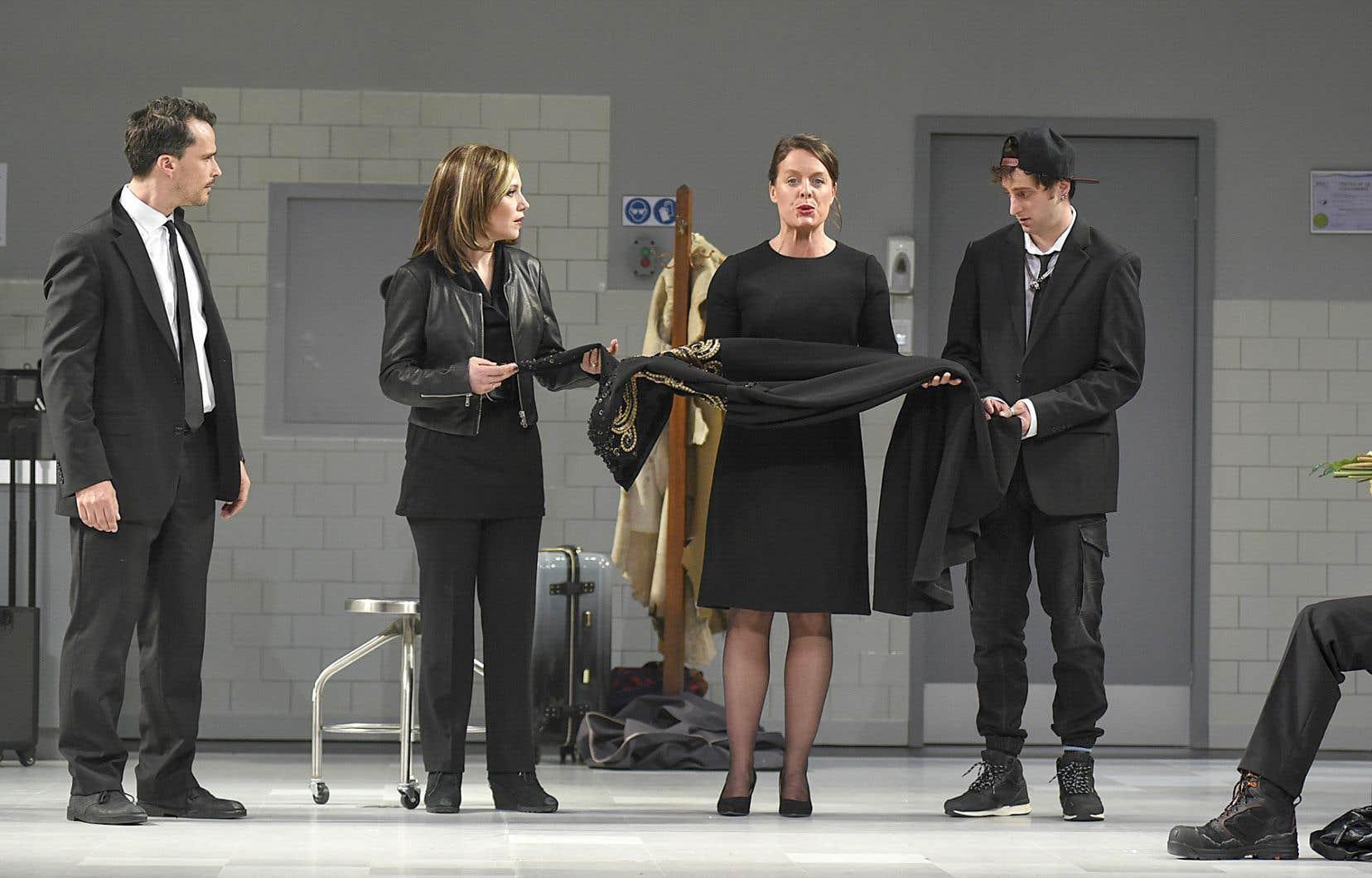 Quatre interprètes de la production théâtrale originale, Patrick Hivon, Magalie Lépine-Blondeau, Julie Le Breton et Éric Bruneau, seront aussi de l'adaptation.