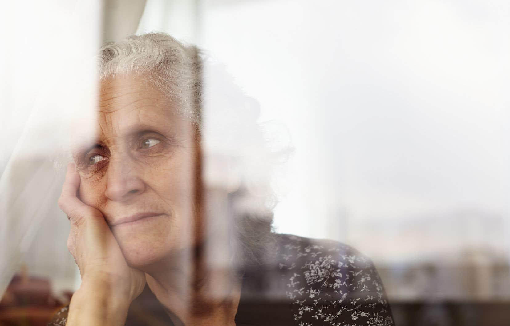 Les personnes âgées du Québec vivent de plus en plus longtemps, mais aussi de plus en plus seules. C'est le cas de 29% d'entre elles à l'âge de 65ans, et cette proportion augmente à 56% une fois la barre des 85ans passée.