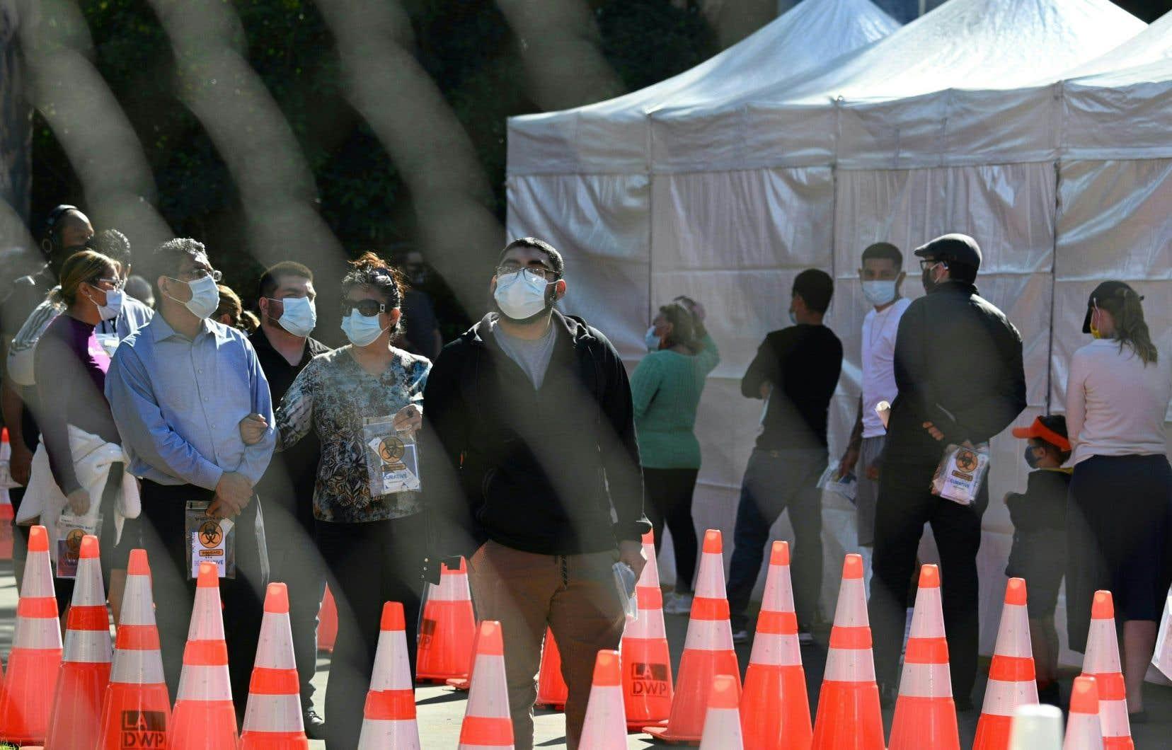 <p>La Californie a enregistré un record dans les contaminations alors que les États-Unis sont le pays le plus endeuillé du monde avec près de 260000 morts, dont 2000 nouveaux décès mardi.</p>