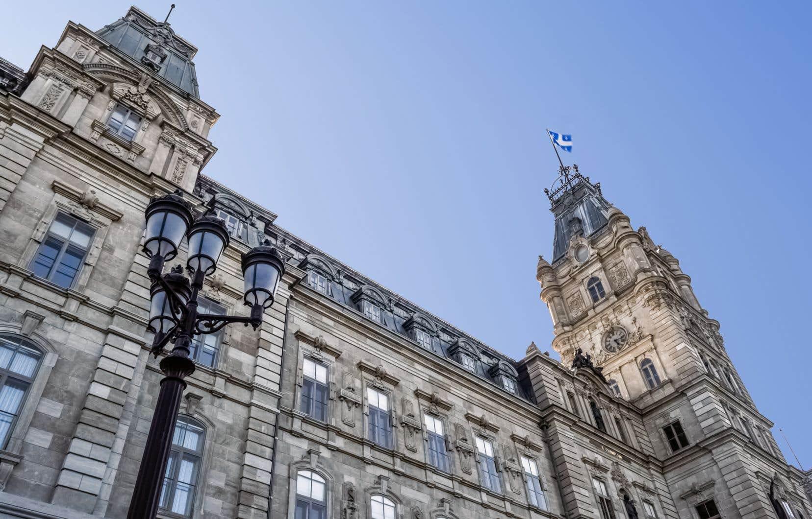Les employés du gouvernement québécois gagnent en moyenne 23,5% de moins que ceux des institutions fédérales et des autres secteurs public.
