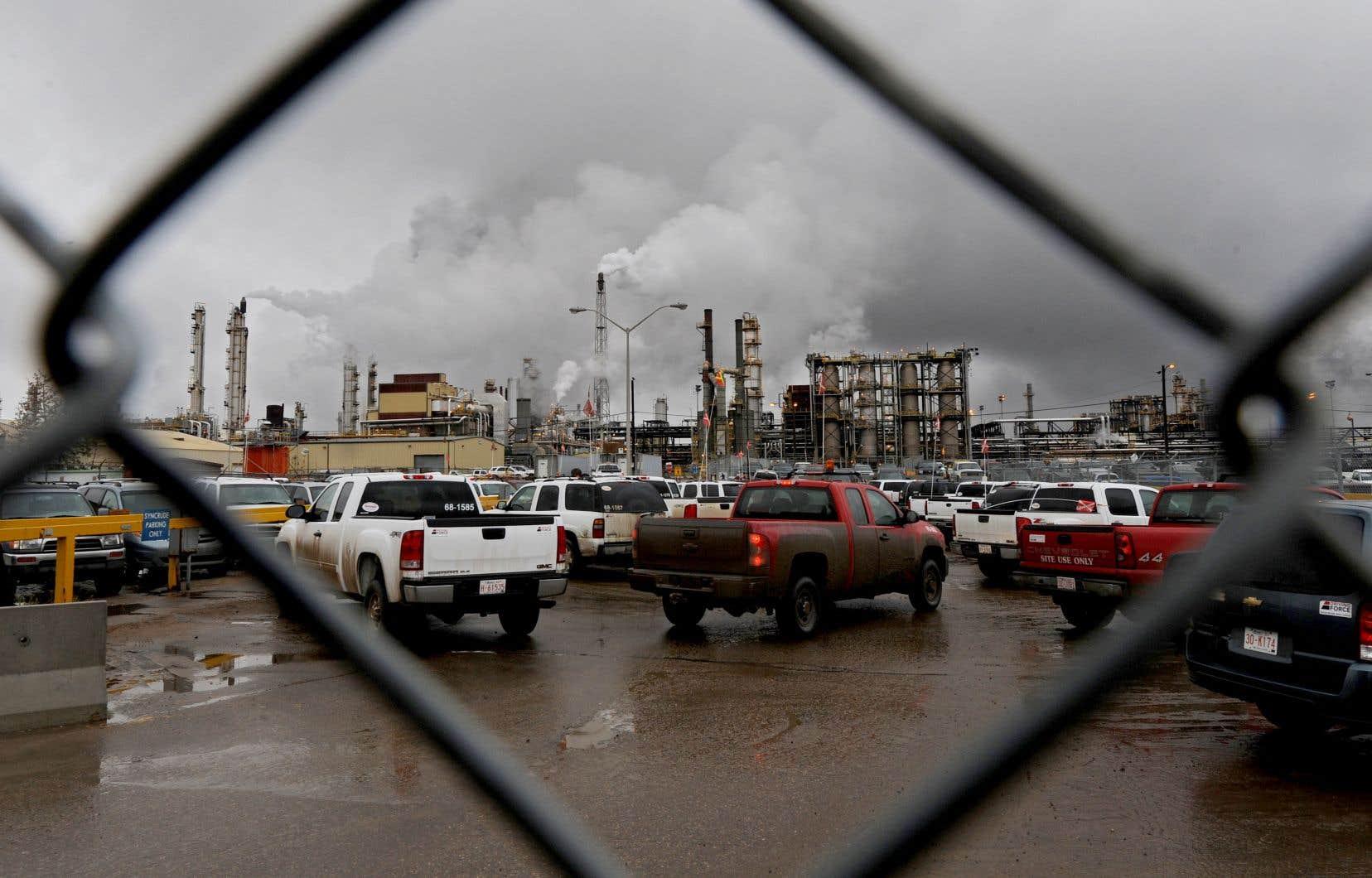 La majorité de la main-d'oeuvre des sites pétroliers visés est composée de travailleurs qui font la navette vers leur résidence située dans d'autres régions albertaines et d'autres provinces.