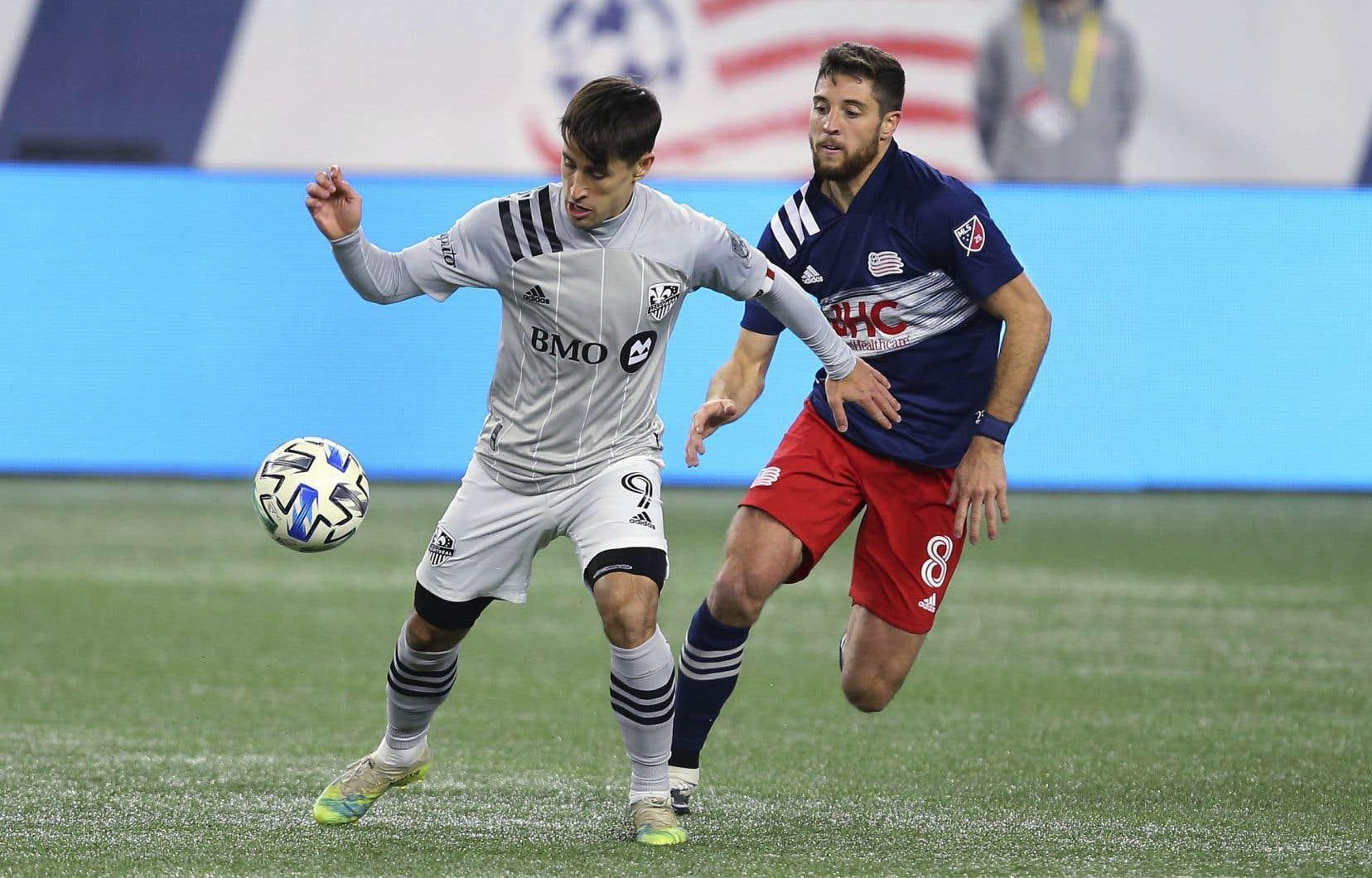 Le milieu espagnol Bojan Krkic (à gauche) a marqué quatre buts pour l'Impact en 2020, tous à compter du 27 septembre dernier. Le voici lors du dernier match du Bleu-Blanc-Noir, perdu aux mains du Revolution de la Nouvelle-Angleterre.
