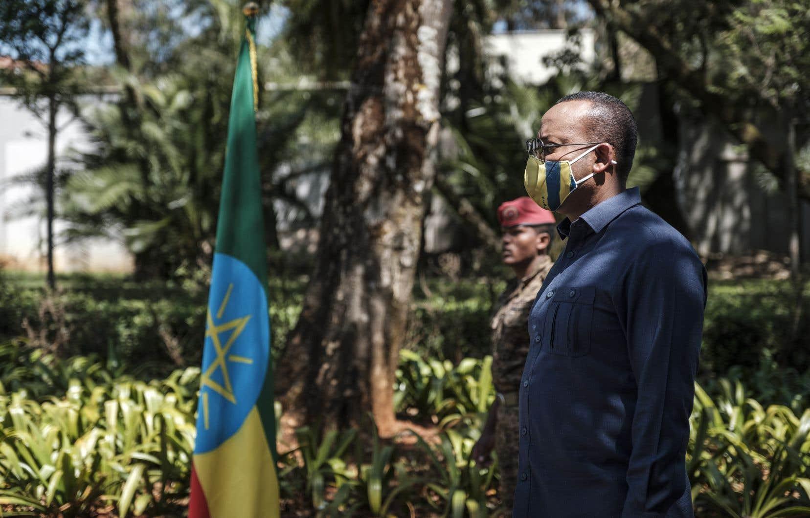«Le gouvernement fédéral a maintenant pris le contrôle total de la ville de Mekele», a déclaré Abiy Ahmed dans un communiqué posté sur Twitter. Sur la photo, on le voit le 17 novembre 2020 à un évènement pour honorer les forces armées éthiopiennes.