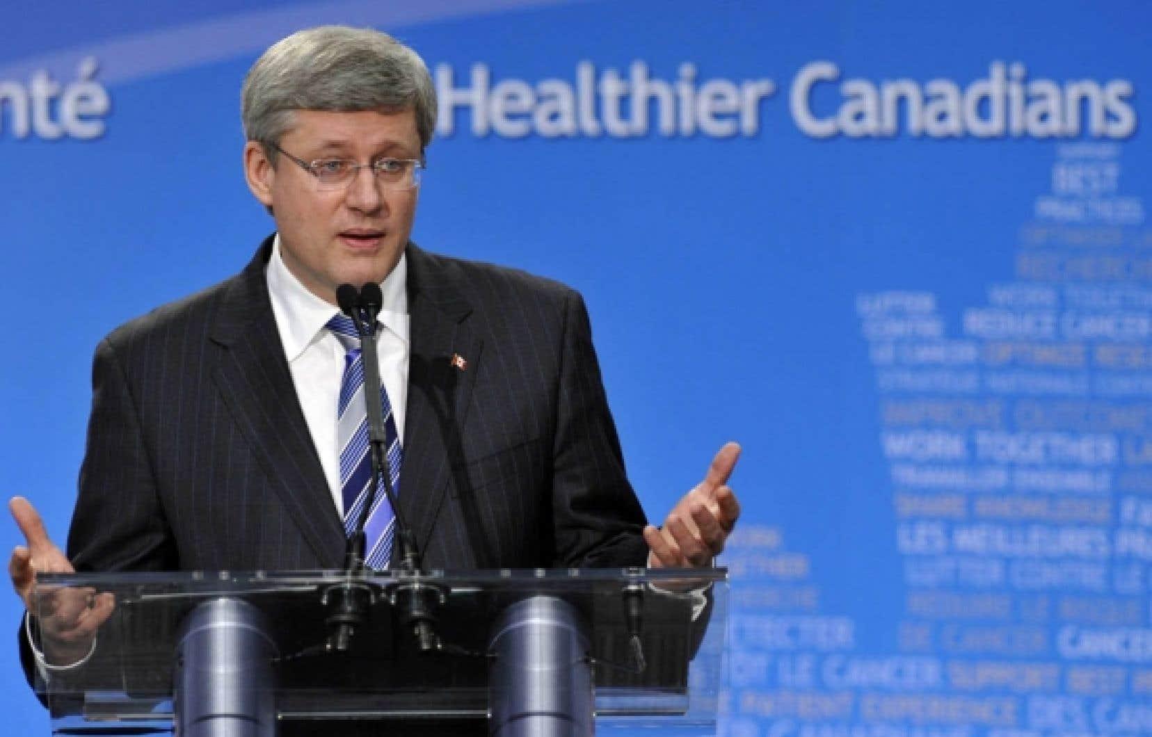 Stephen Harper, de passage à Toronto hier, a accueilli les semonces de Peter Milliken sur la transparence de son gouvernement avec un haussement d'épaules.