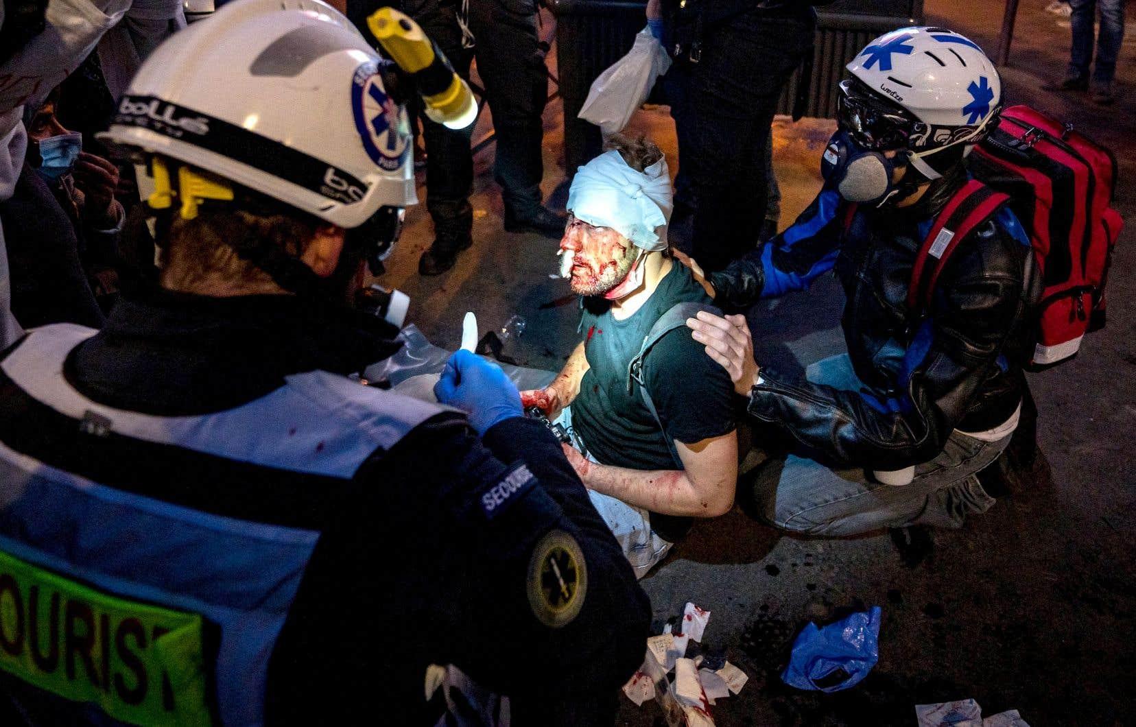 Samedi, Ameer al Halbi, un photographe indépendant syrien collaborateur de «Polka» et de l'AFP qui couvrait une manifestation contre la loi sécuritaire, a été blessé au visage et à la tête.
