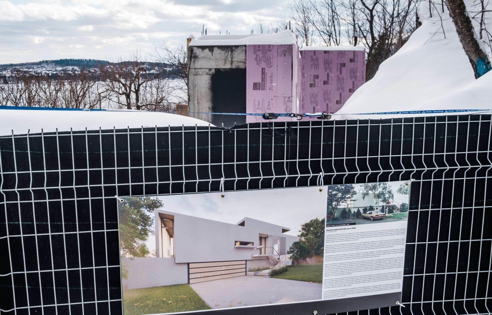 En février, «Le Devoir» avait découvert que l'ancienne résidence sur la rue Cap-au-Diable avait été détruite.