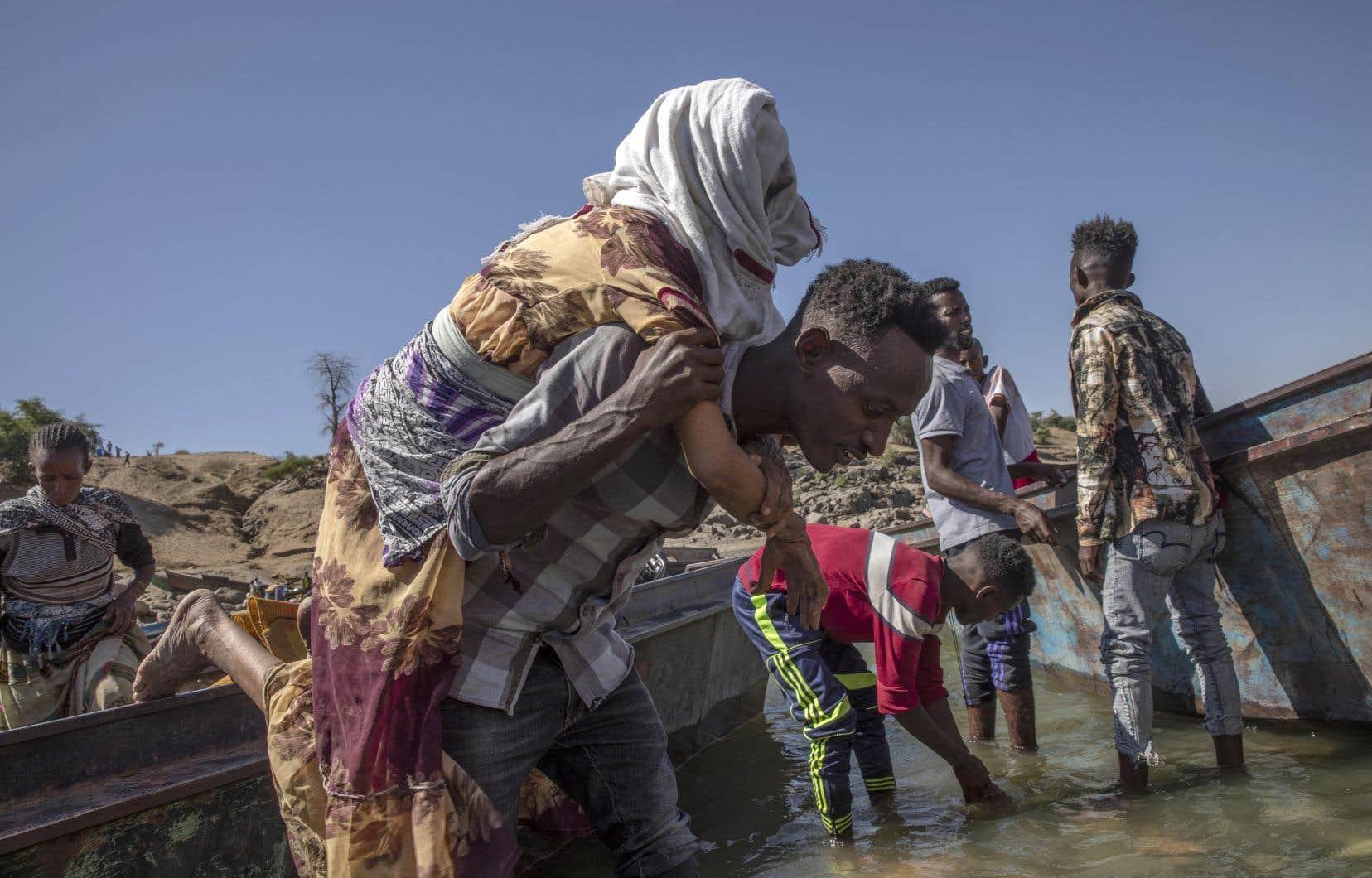 Des réfugiés du Tigré fuyant les combats, dans la région frontalière avec le Soudan
