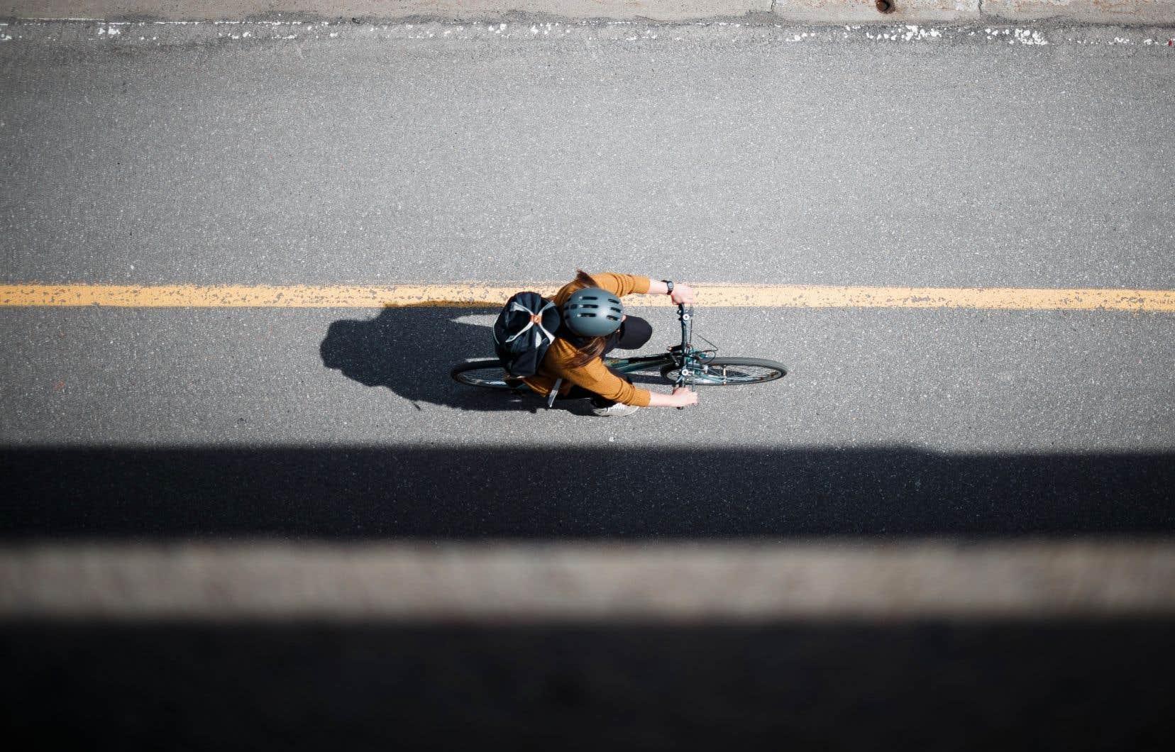 Depuis 2018, plus de 2800 places de stationnement ont été retirées pour faire place à des projets de pistes cyclables à Montréal.