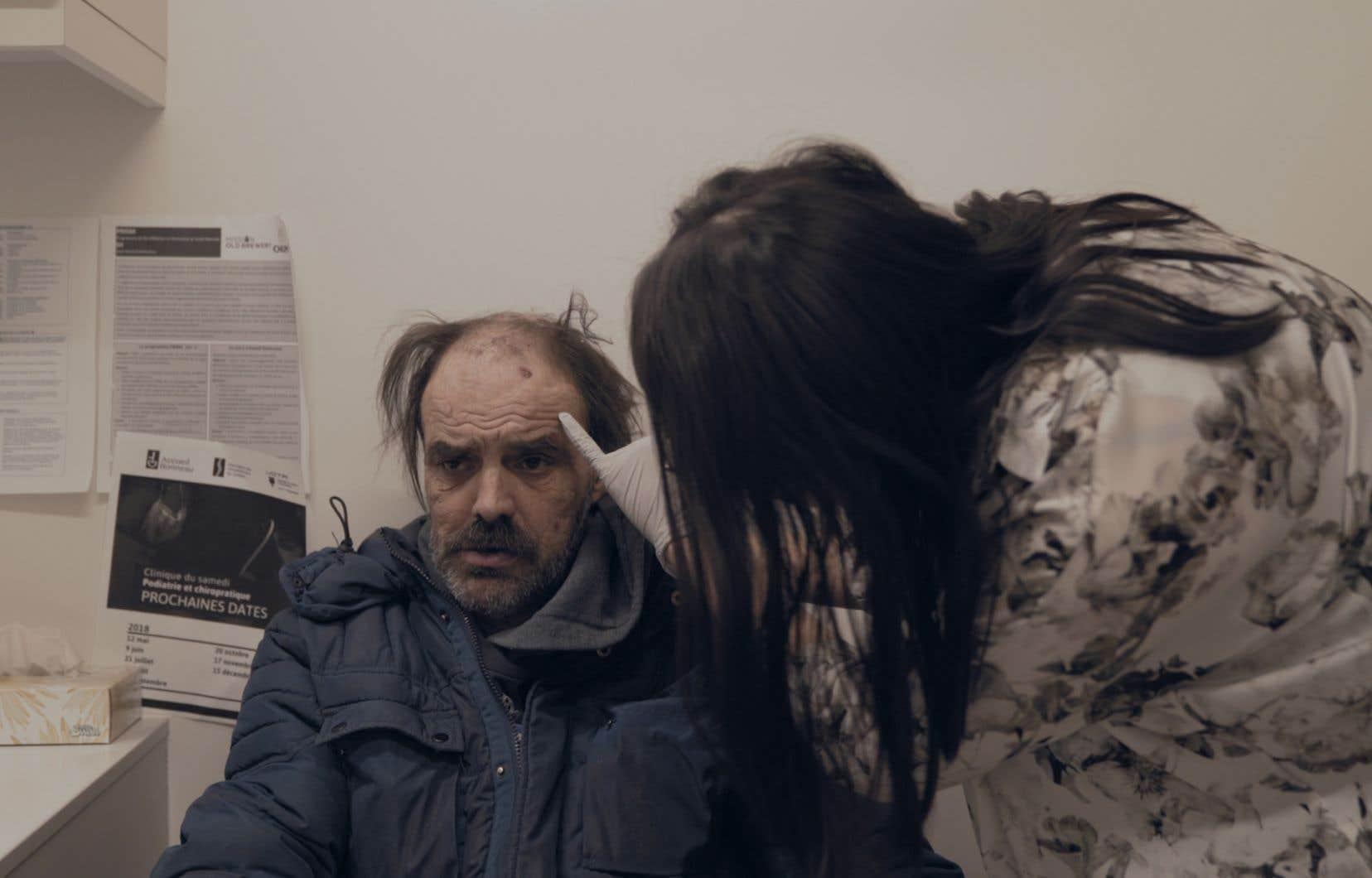 La caméra du réalisateur Steve Patry se substitue à un regard ouvert, lucide, et qui n'essaie jamais d'émouvoir pour émouvoir ou de rassurer les spectateurs quant au devenir des participants.