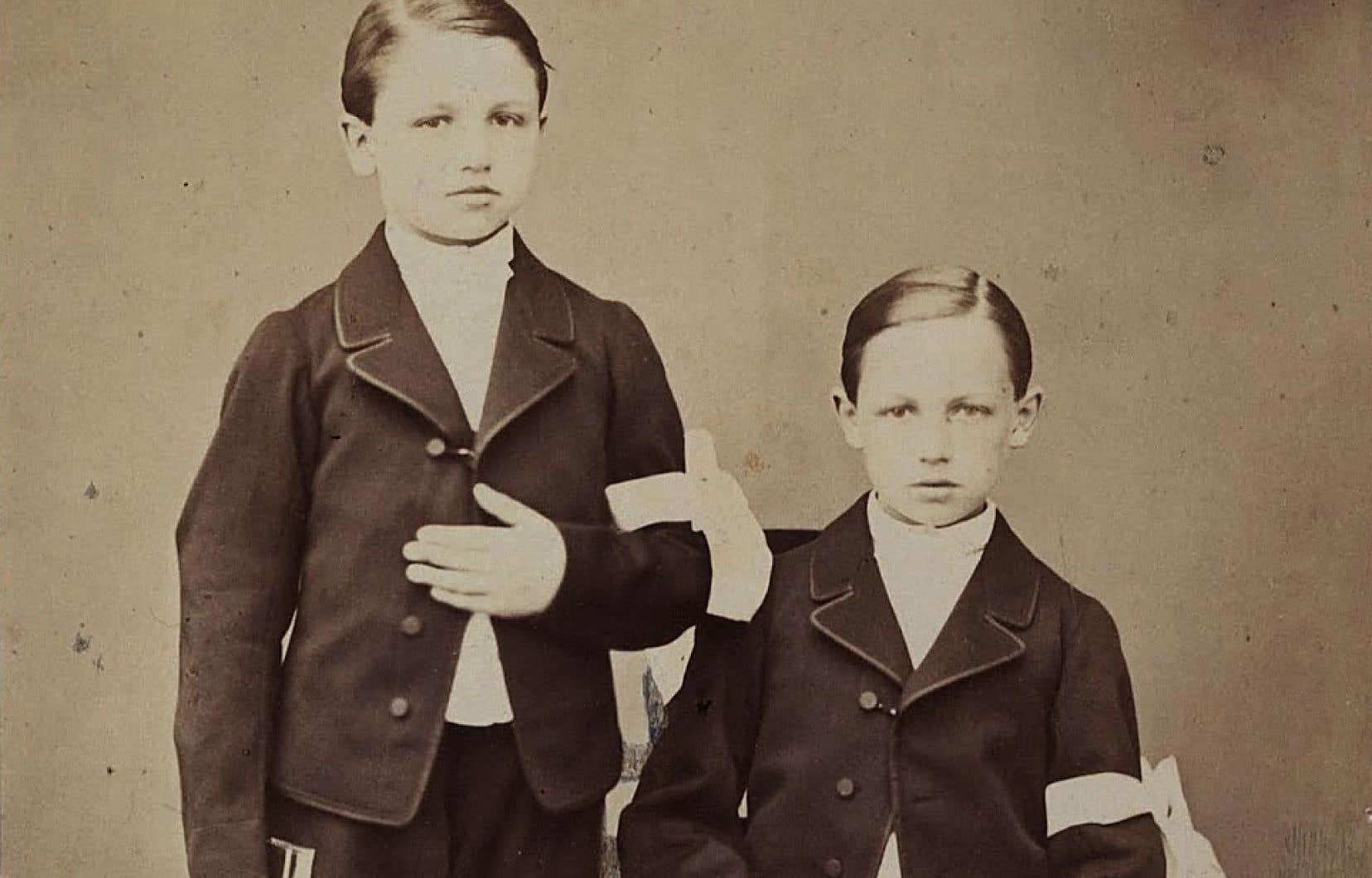 Frédéric et Arthur Rimbaud en communiants, 1866