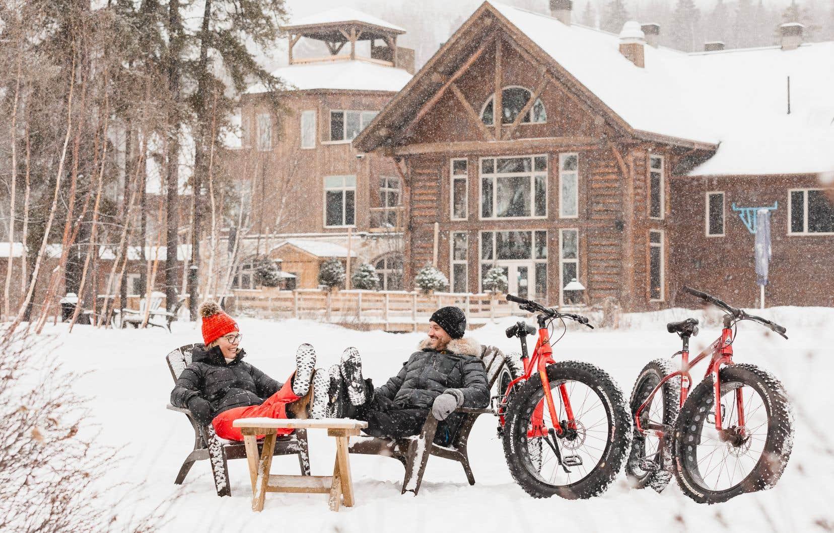 L'auberge du lac Taureau, dans Lanaudière, nous invite à personnaliser une carte-cadeau en ajoutant une randonnée en <em>fatbike</em> à un séjour.