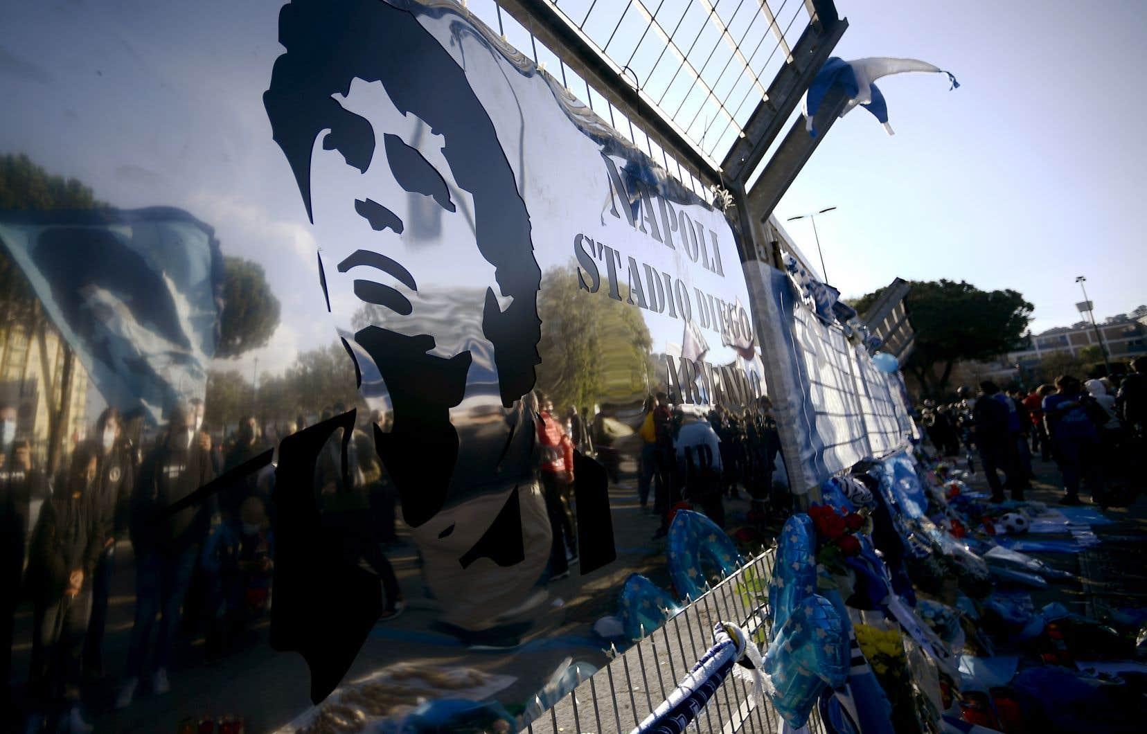 <p>Le maire de la ville avait proposé de changer le nom du stadequelques heures seulement après l'annonce de la disparition de Maradona, devenu une véritable idole de la ville du sud de l'Italie après un passage marqué par ses deux seuls titres de champion d'Italie.</p>