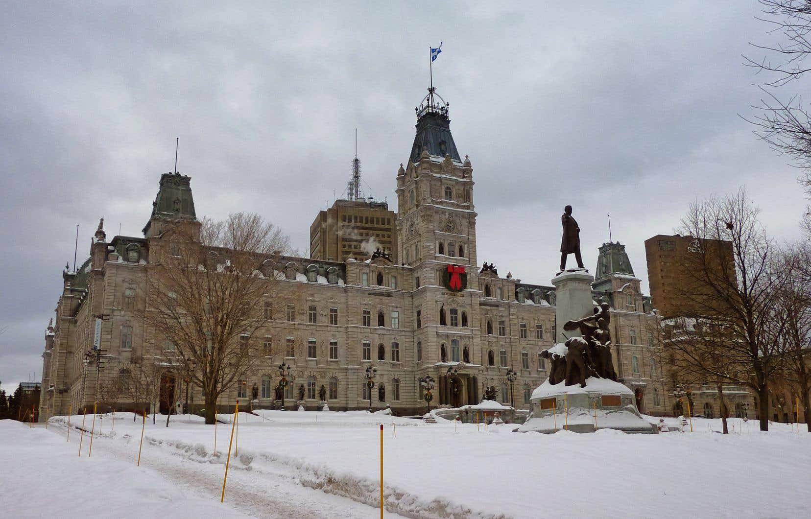 «Il y a 130ans, c'était Honoré Mercier (au pouvoir de 1887 à 1891) qui devait défendre ses choix littéraires», écrit l'auteur. Sur la photo, le monument Honoré-Mercier devant l'Assemblée nationale, à Québec.