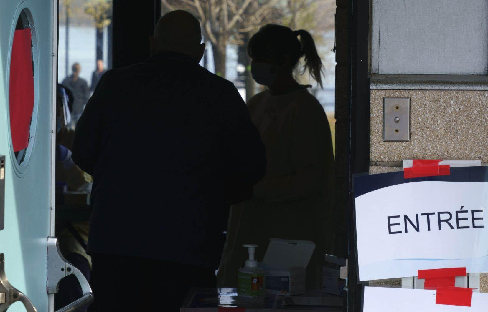 Plusieurs travailleurs de la santé craignent le pire au retour des fêtes puisque le système de santé est déjà sous pression.