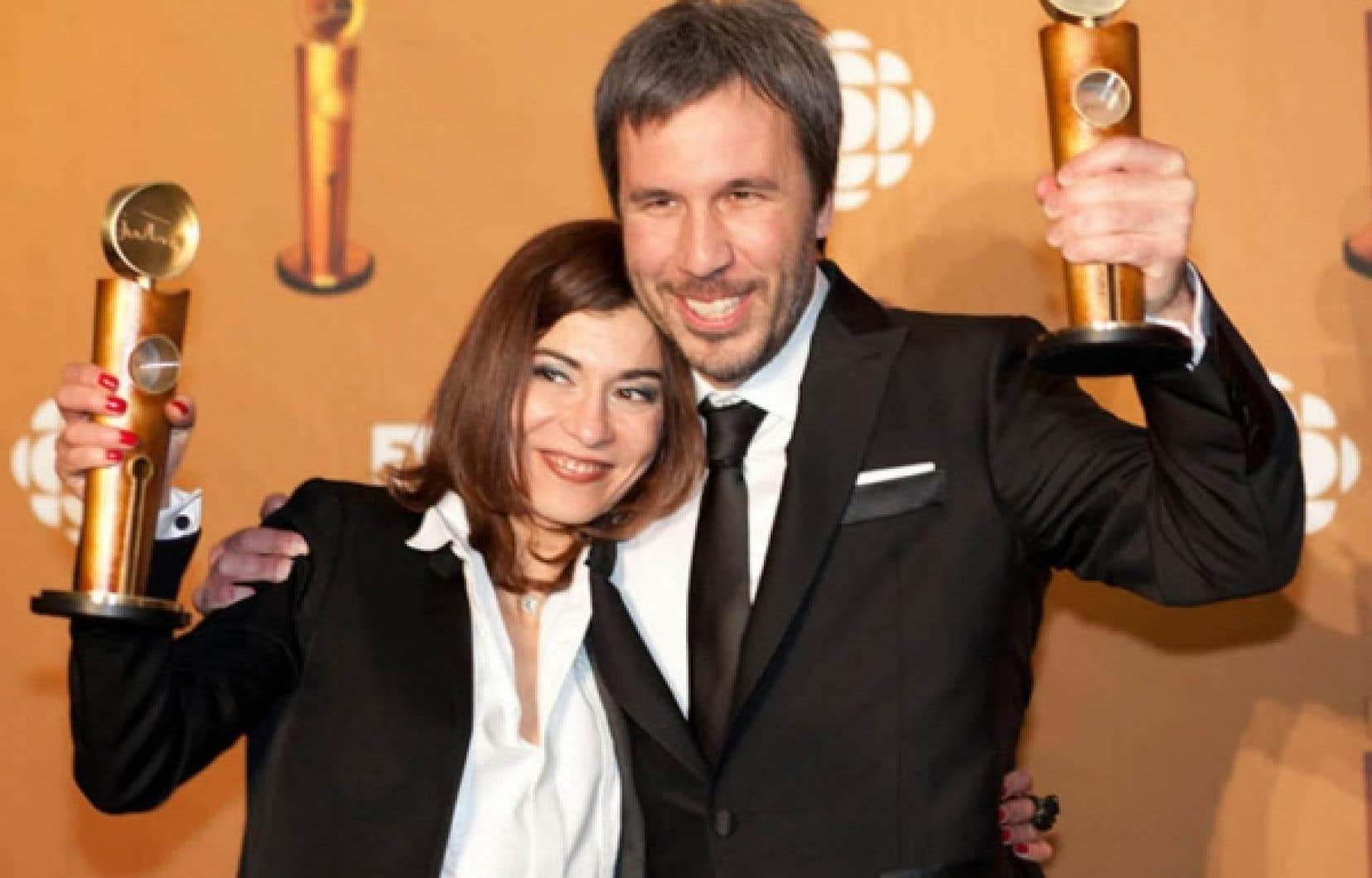 L'actrice Lubna Azabal et le réalisateur Denis Villeneuve, dont le film Incendies a récolté neuf statuettes au gala des Jutra présenté hier soir au Théâtre Saint-Denis.<br />