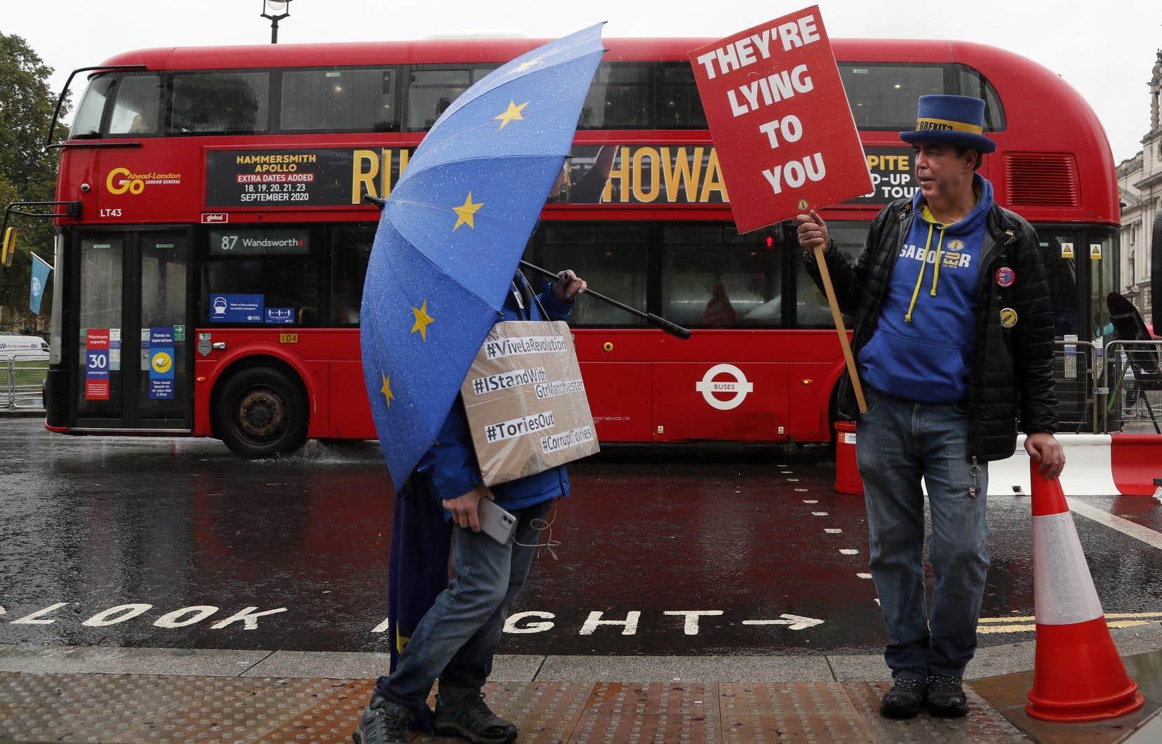 Depuis le choix britannique étroit (52% pour, 48% contre) de quitter l'UE, il y a quatre ans et cinq mois, les rôles, les rôles ont été clairement établis. L'Allemagne, réputée plus proche du Royaume-Uni, est perçue outre-Manche comme plus souple, et la France comme la plus intransigeante dans les négociations.
