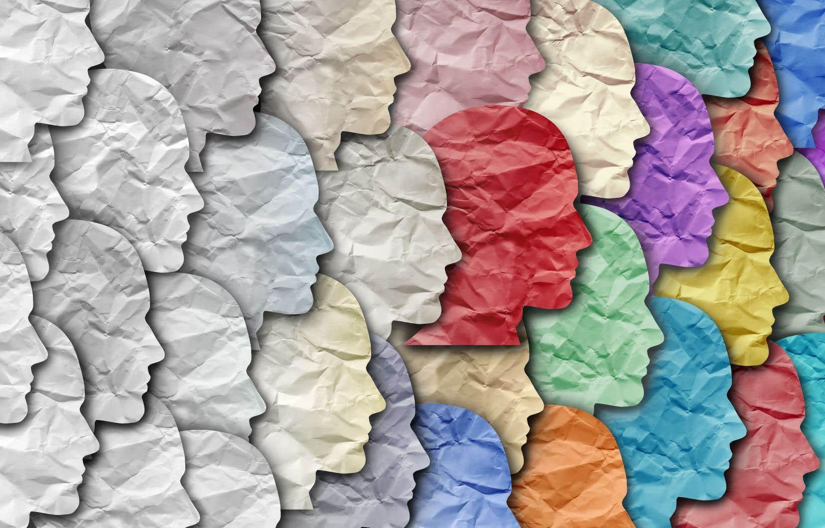 «En plus de durcir les idées, la polarisation appauvrit la pensée en installant des barricades artificielles entre les théories, les idéologies, les courants, les écoles, et en poussant les belligérants à simplifier outrageusement la pensée de l'autre», penseGérard Bouchard.