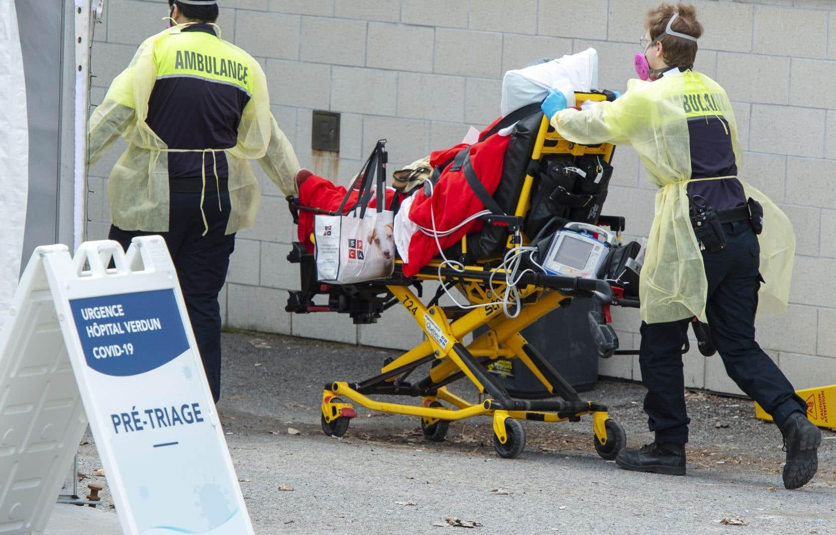 «Notre système de santé est continuellement au bord de la rupture, malgré le fait qu'il accapare plus de 50% du budget du Québec», écrit l'autrice.