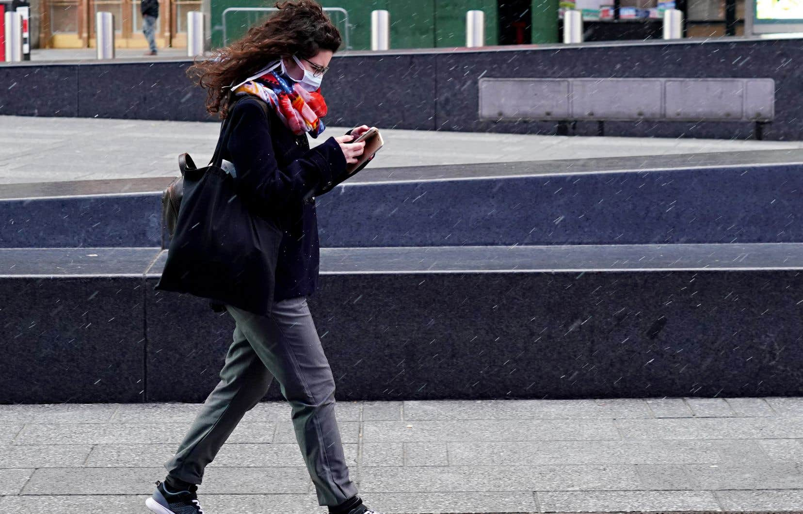 «Les adeptes des médias sociaux ont redécouvert les vertus des médias traditionnels en leur manifestant davantage de confiance», écrivent les auteurs.