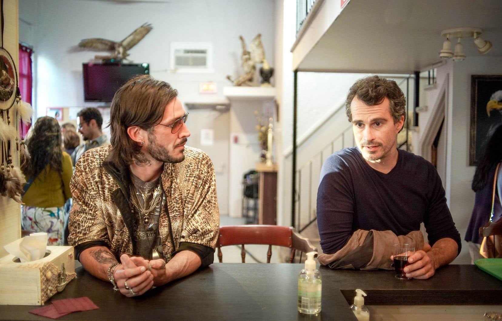 Éric Bruneau et Patrick Hivon incarnent respectivement un petit caïd et un ex-policier travaillant pour un concessionnaire de voitures, dans «Faits divers».