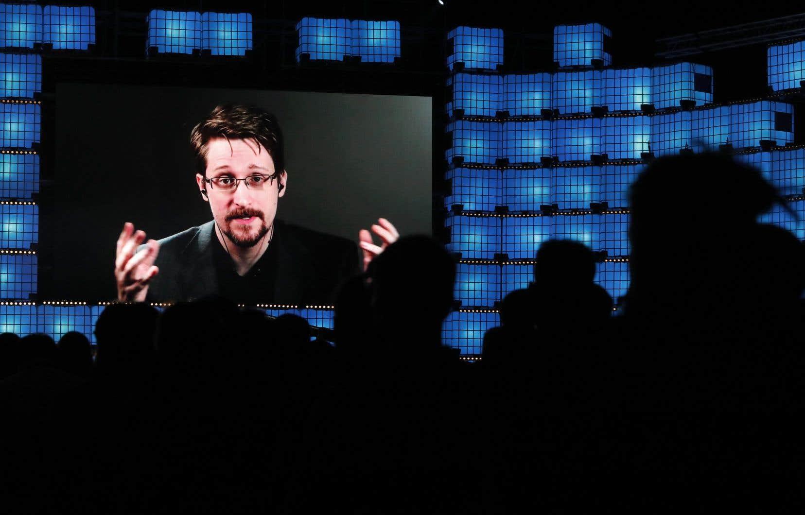 L'ex-agent de la National Security Agency, Edward Snowden, dont les révélations en 2013 sur l'utilisation des technologies dans la surveillance de masse ont porté au grand jour les dérives liberticides liées au numérique, vit actuellement en exil en Russie.