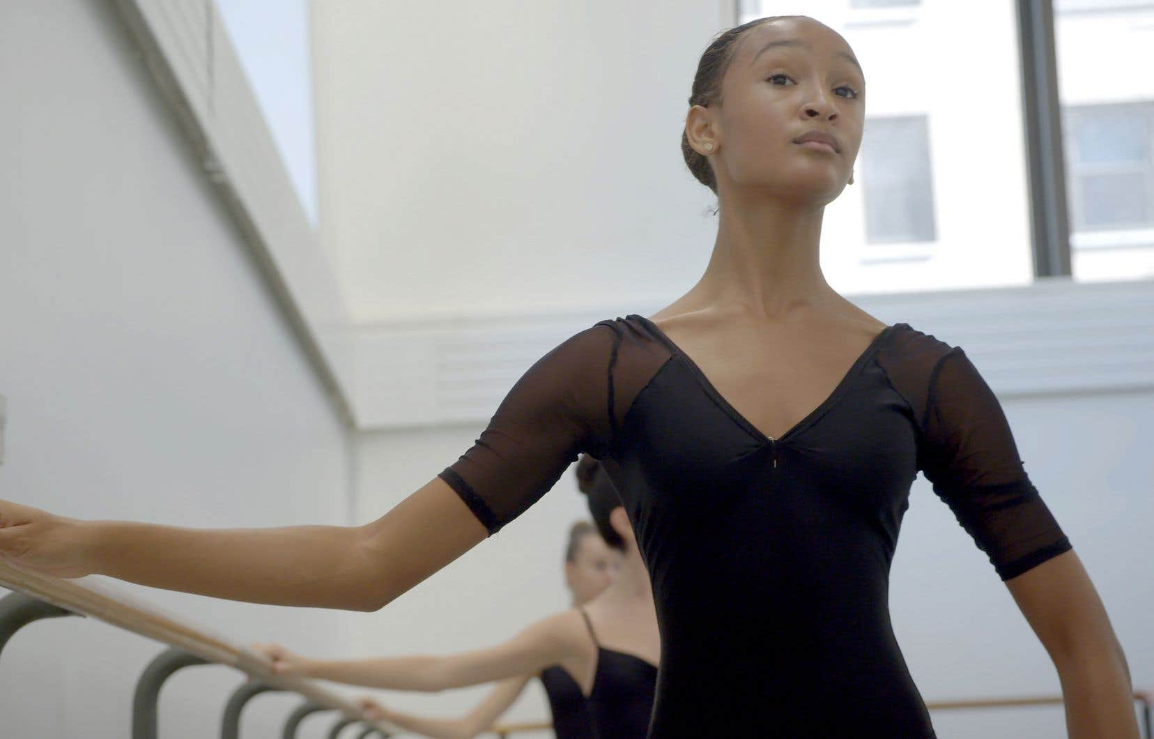 On y suit une poignée d'étudiants âgés de 8 à 18ans dans les murs de cette école rattachée au prestigieux New York City Ballet fondé par George Balanchine.