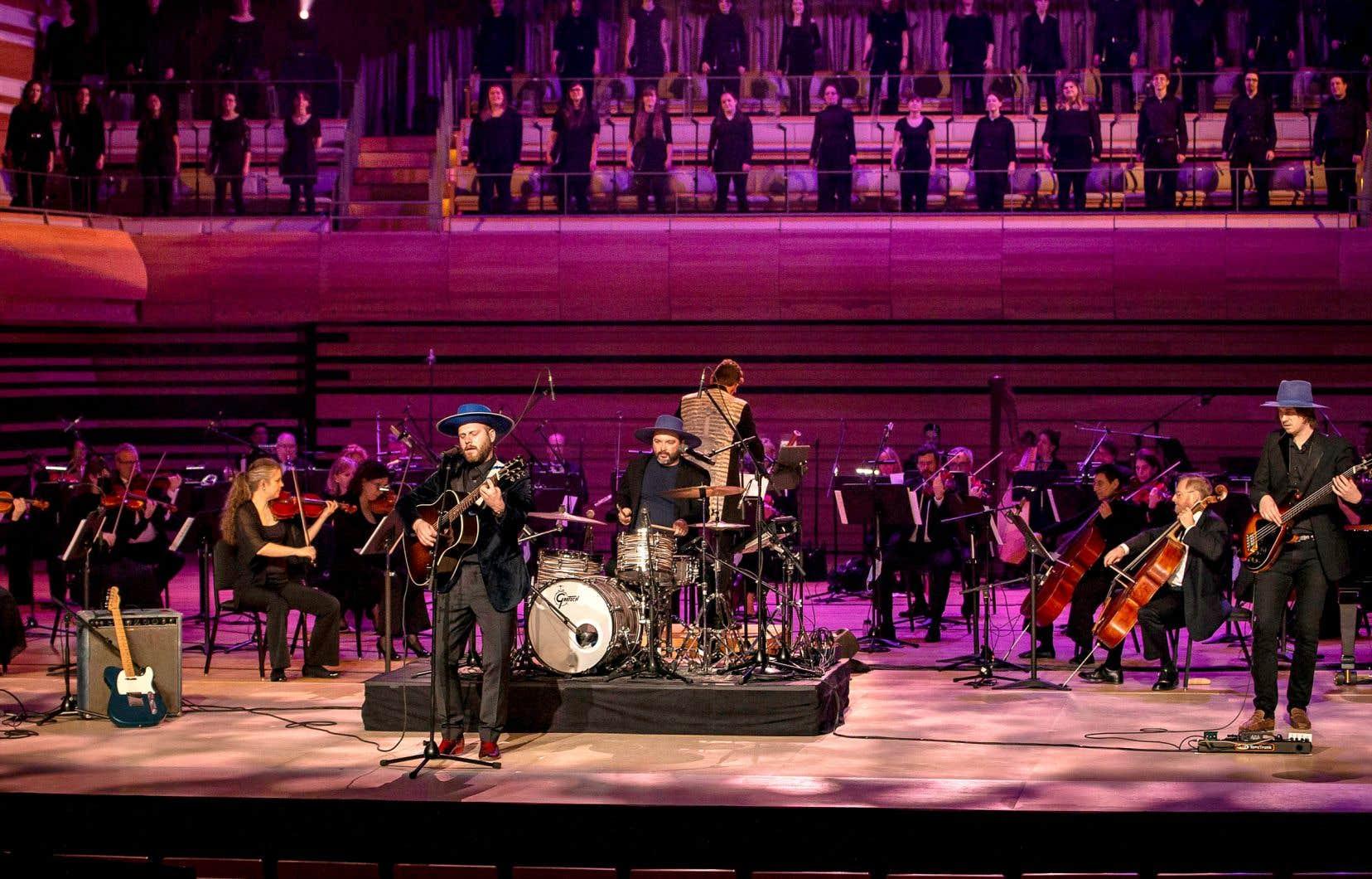 Bleu Jeans Bleu et l'Orchestre symphonique de Longueuil pour le spectacle «Noël symphonique» à TVA
