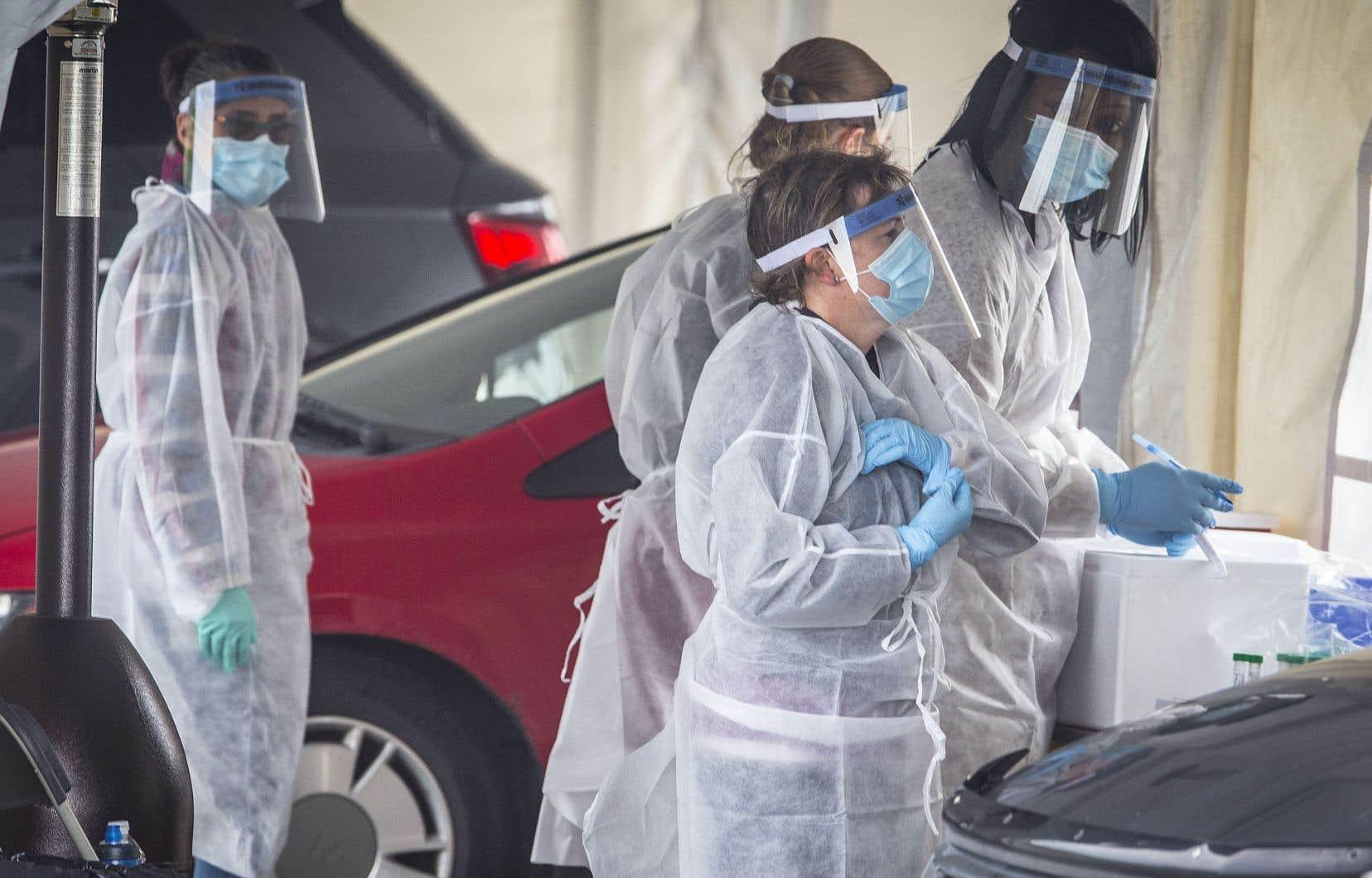Depuis le début de la pandémie, 10 entreprises ont mis la main sur plus de la moitié des contrats d'équipements de protection individuels du gouvernement du Québec.