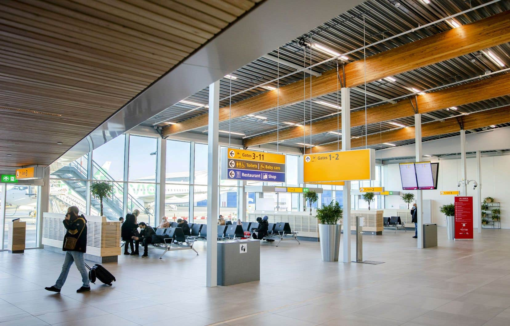 Les Pays-Bas s'imposent actuellement un confinement de cinq semaines jusqu'à la mi-janvier, les écoles et les commerces non essentiels étant fermés, afin de freiner un rebond du virus.