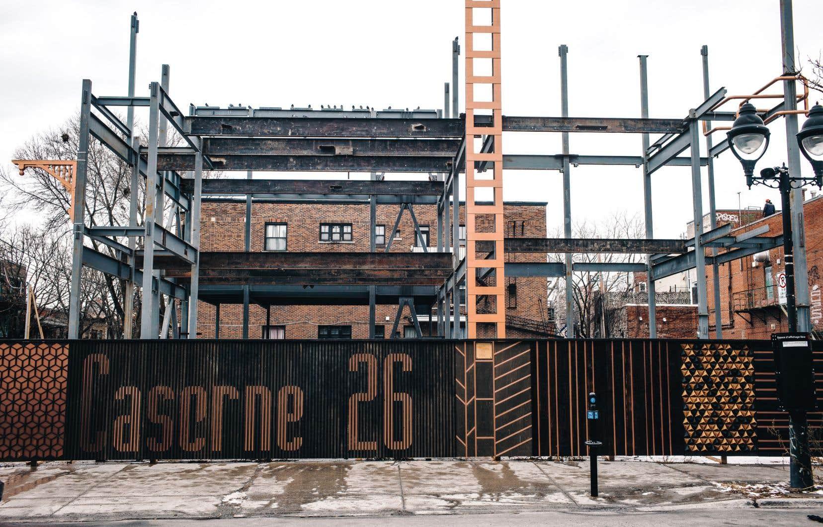 Voilà près de trois ans que le projet de rénovation de la caserne 26 est en pause dans l'arrondissement du Plateau-Mont-Royal, à l'angle des avenues Mont-Royal et des Érables.