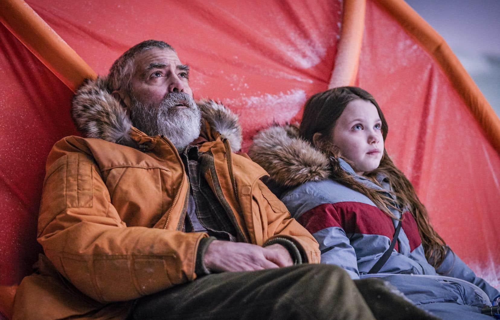 Augustine  (George Clooney, dont le jeu a rarement été si bon) voit sa solitude compromise par la découverte d'une  enfant cachée dans son complexe de  recherches  en Arctique.