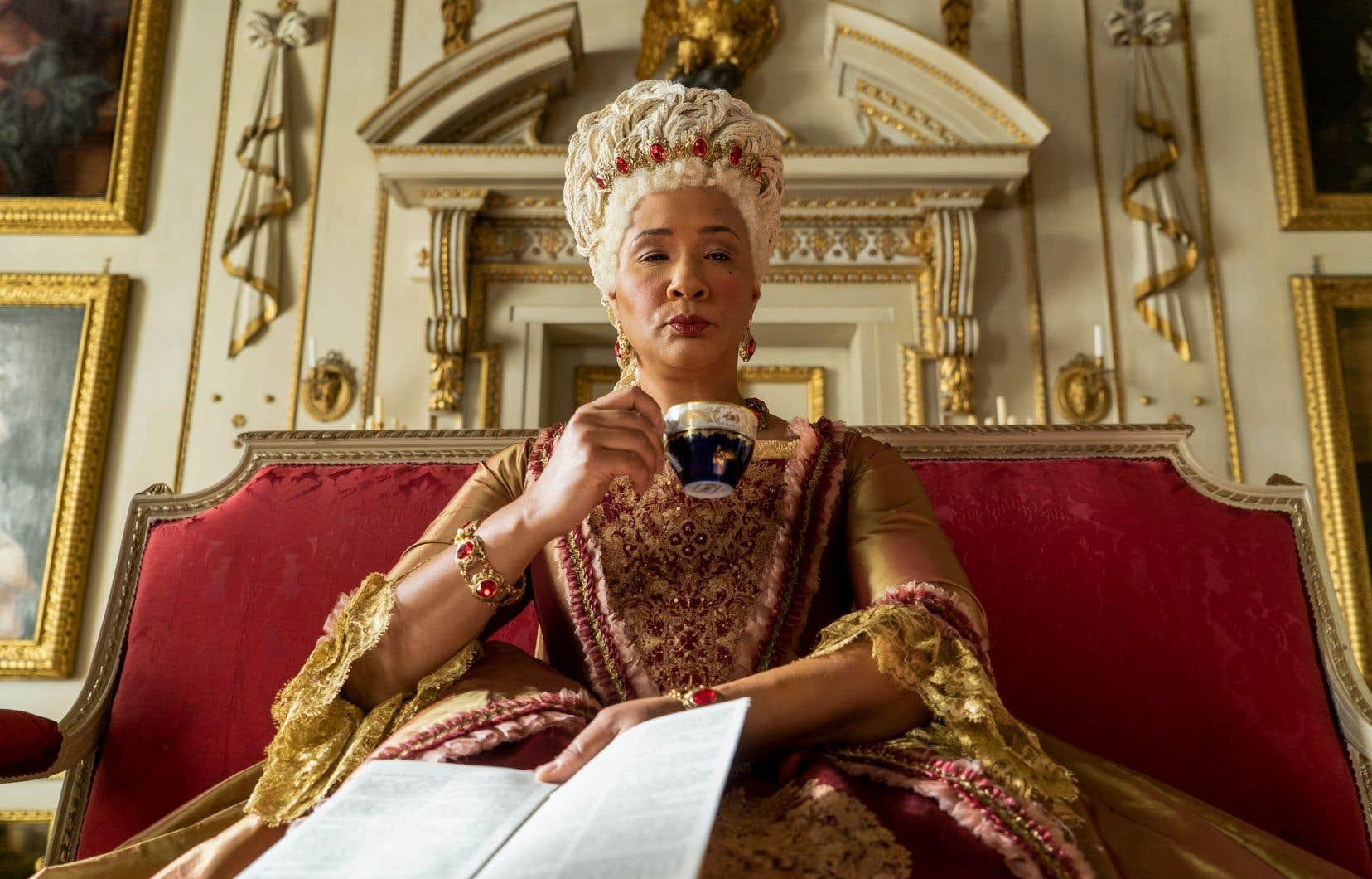 L'actrice d'origine guyanaise Golda Rosheuvel, dans le rôle de la reine Charlotte