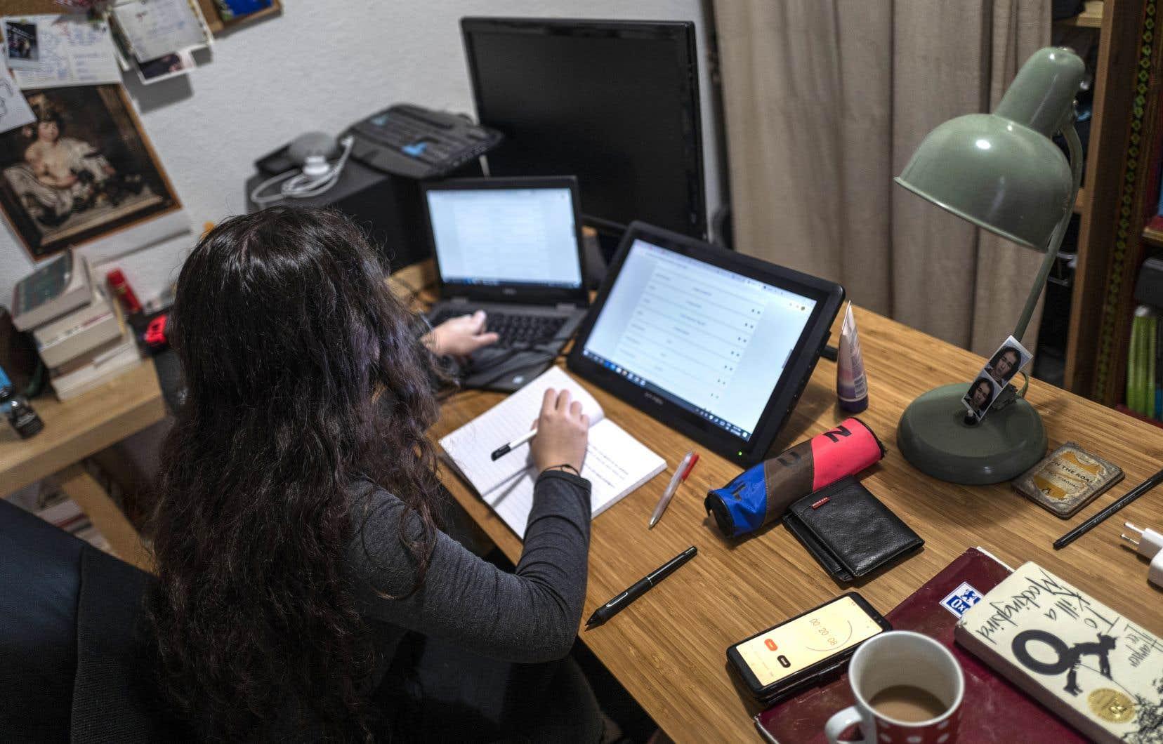 Lorsqu'elle travaille de son domicile, Marie (nom fictfif) dit écrire ses notes dans un document Word et devoir les transférer dans le système une fois au bureau. «Je perds du temps», dit-elle.