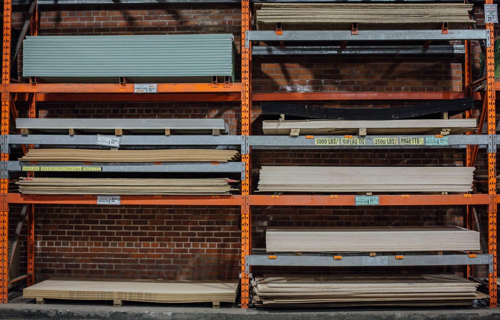 Les commerçants membres de l'Association québécoise de la quincaillerie et des matériaux de construction ont vécu lors de la première vague de COVID-19 une pénurie de bois d'œuvre, entre autres.
