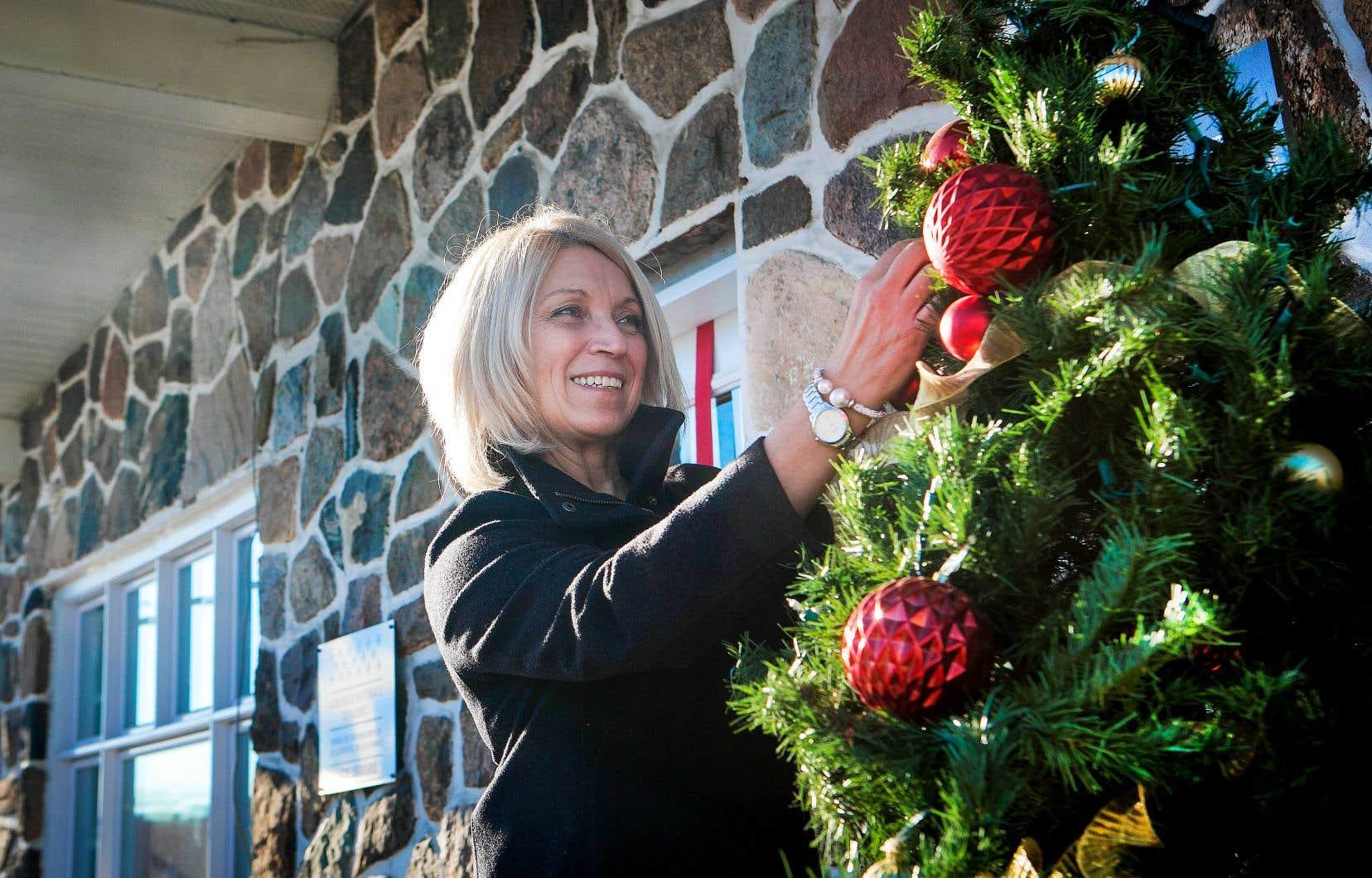 La députée caquiste des Plaines, Lucie Lecours, est venue en aide à une femme qui vivait possiblement de la violence.