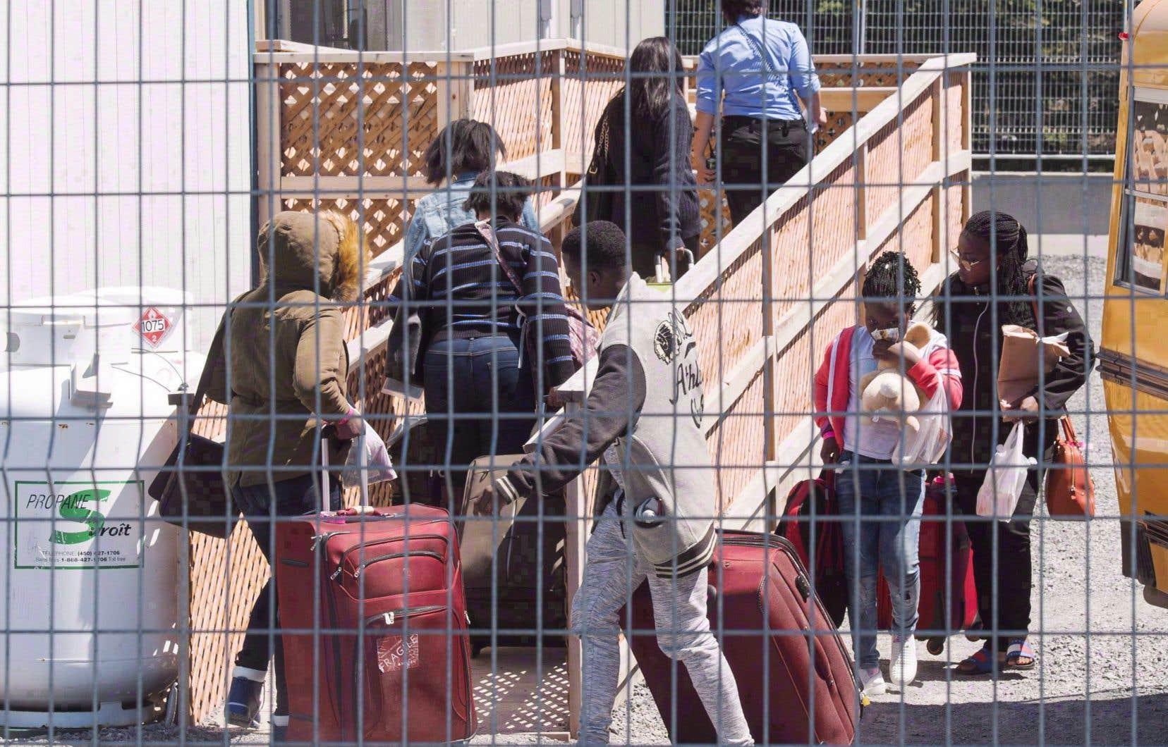 Des dizaines de milliers de migrants sont passés par le chemin Roxham au Québec depuis trois ans pour réclamer l'asile au Canada.
