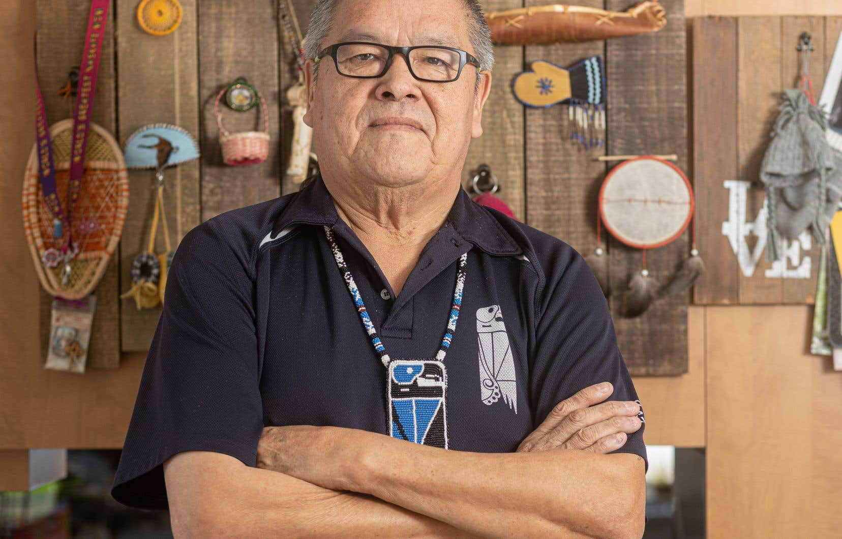 Le chef de la communauté innue d'Ekuanitshit, Jean-Charles Piétacho, en avait assez d'attendre après Québec et Ottawa. Le conseil de bande a décidé d'aller de l'avant et d'assurer le financement de son propre corps de police.