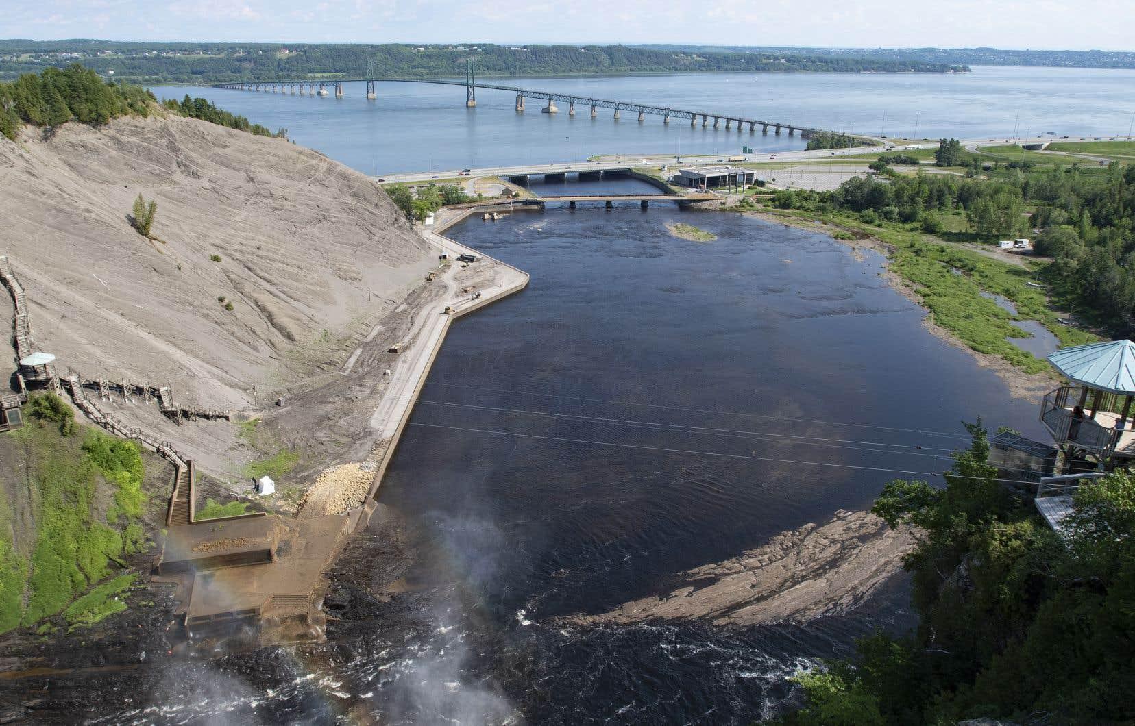 L'île Enchanteresse, évacuée préventivement,est située sur la rivière Montmorency, à une dizaine de kilomètres de la célèbre chute. Elle est très souvent touchée par des inondations printanières.