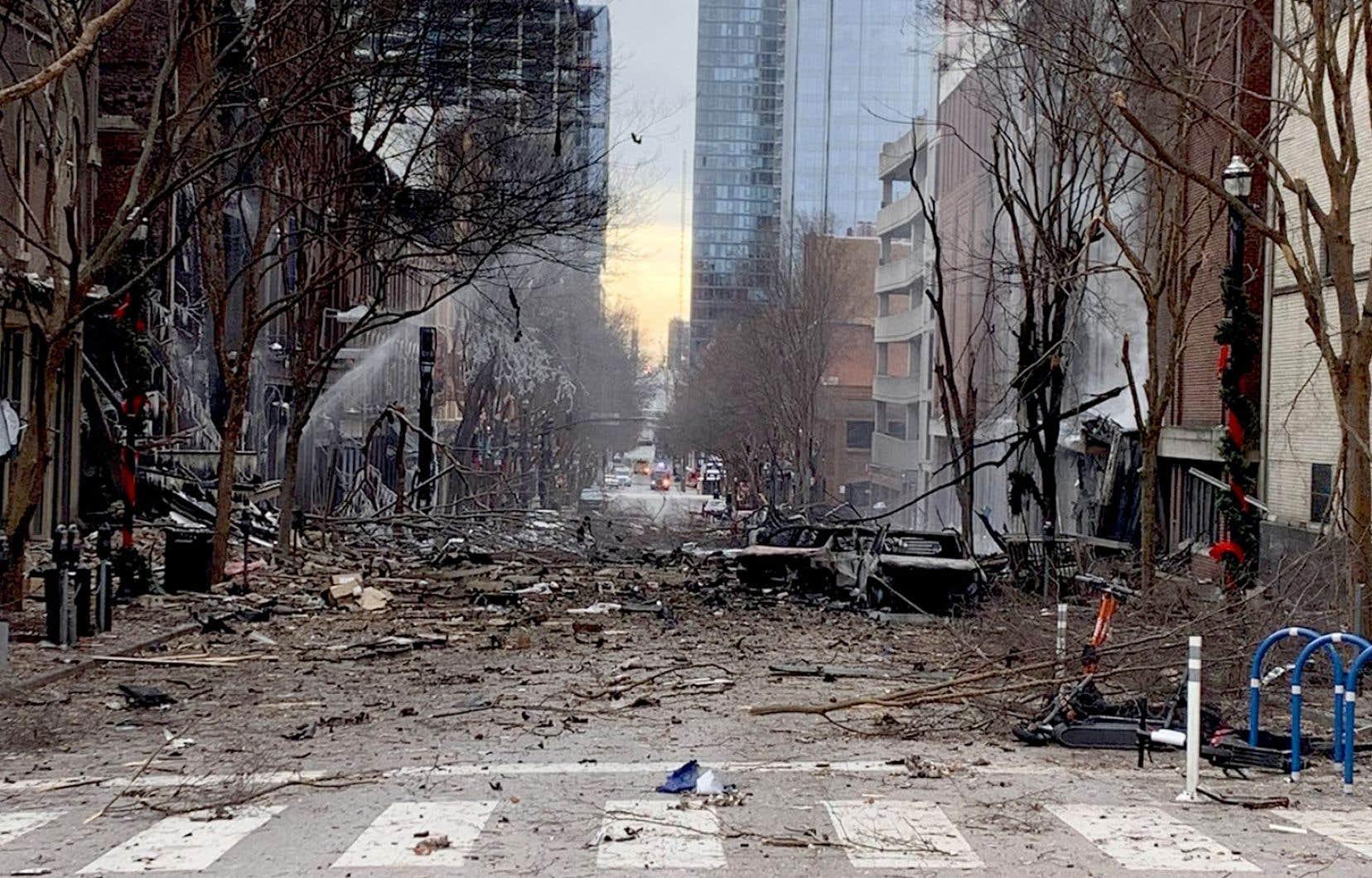Les enquêteurs n'ont pas révélé les raisons pour lesquelles Warner avait choisi cet endroit pour commettre son attentat qui a endommagé un centre de transmission de la société AT&T.