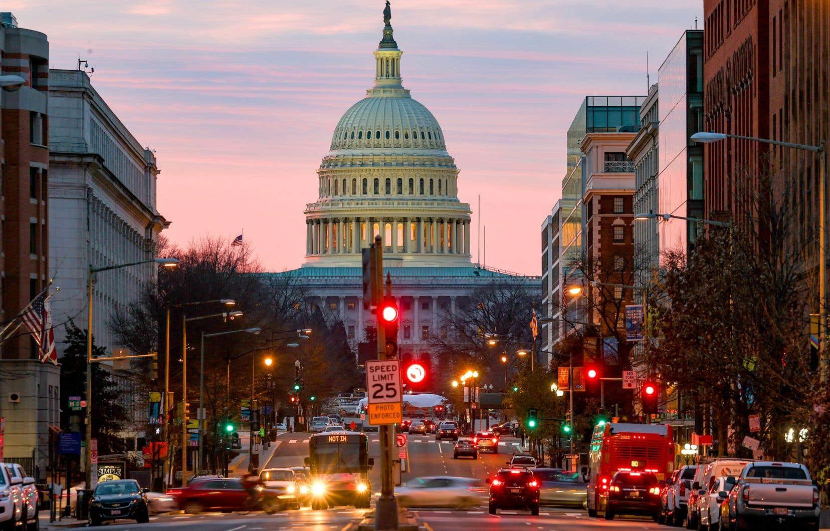 Plus des deux tiers des parlementaires présents à la Chambre des représentants, dont plus d'une centaine de républicains ont voté lundi soir en faveur de ce budget de 740 milliards de dollars «en dépit des objections du président».