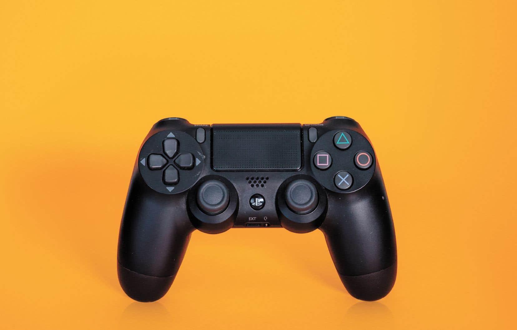 Le harcèlement en ligne, qui vise très souvent les femmes sur tous les sujets et dans tous les secteurs d'activité, affecte aussi le milieu du jeu vidéo.